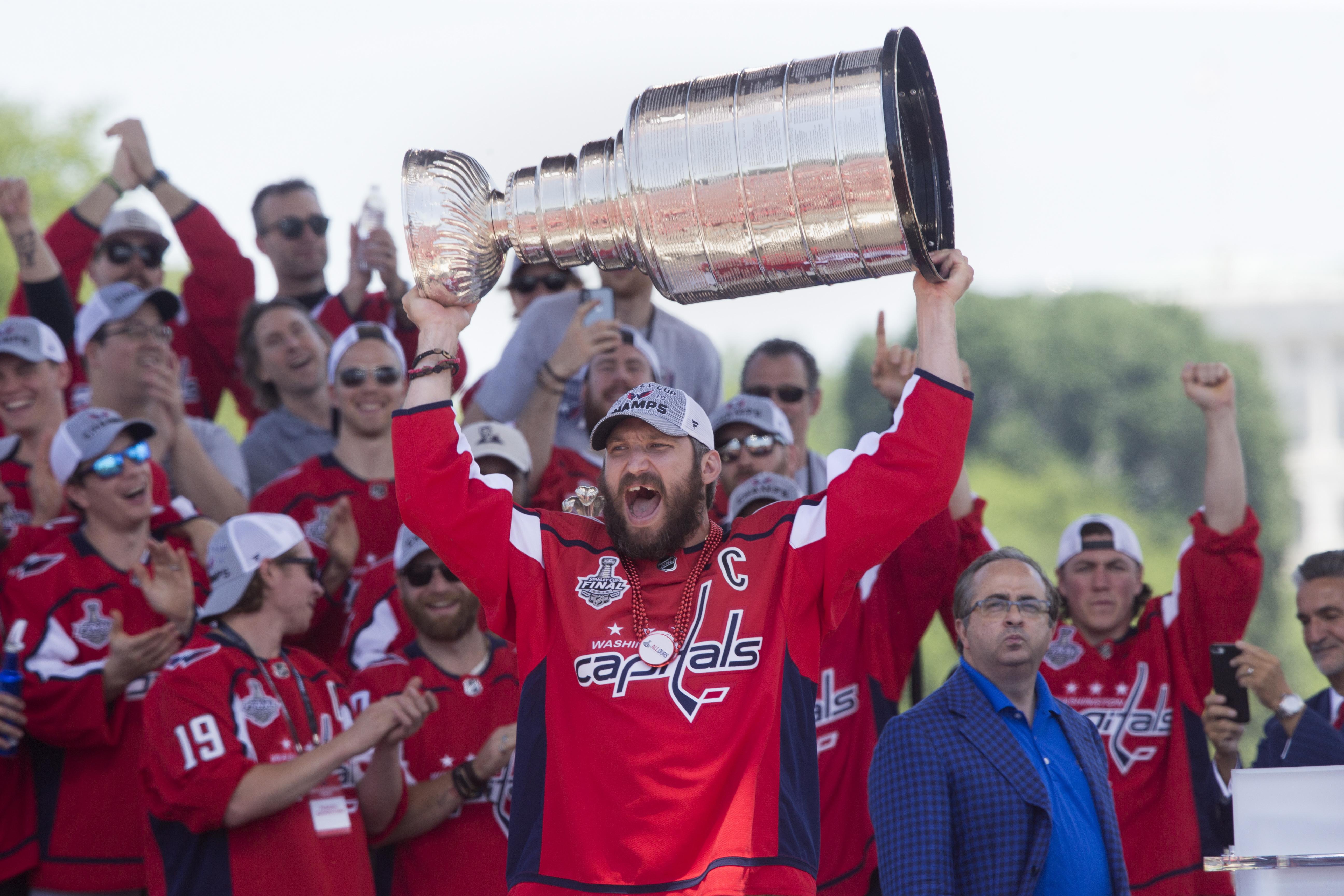 Ovečkin donio pehar pobjednika Stanley Cupa u navijačku zonu