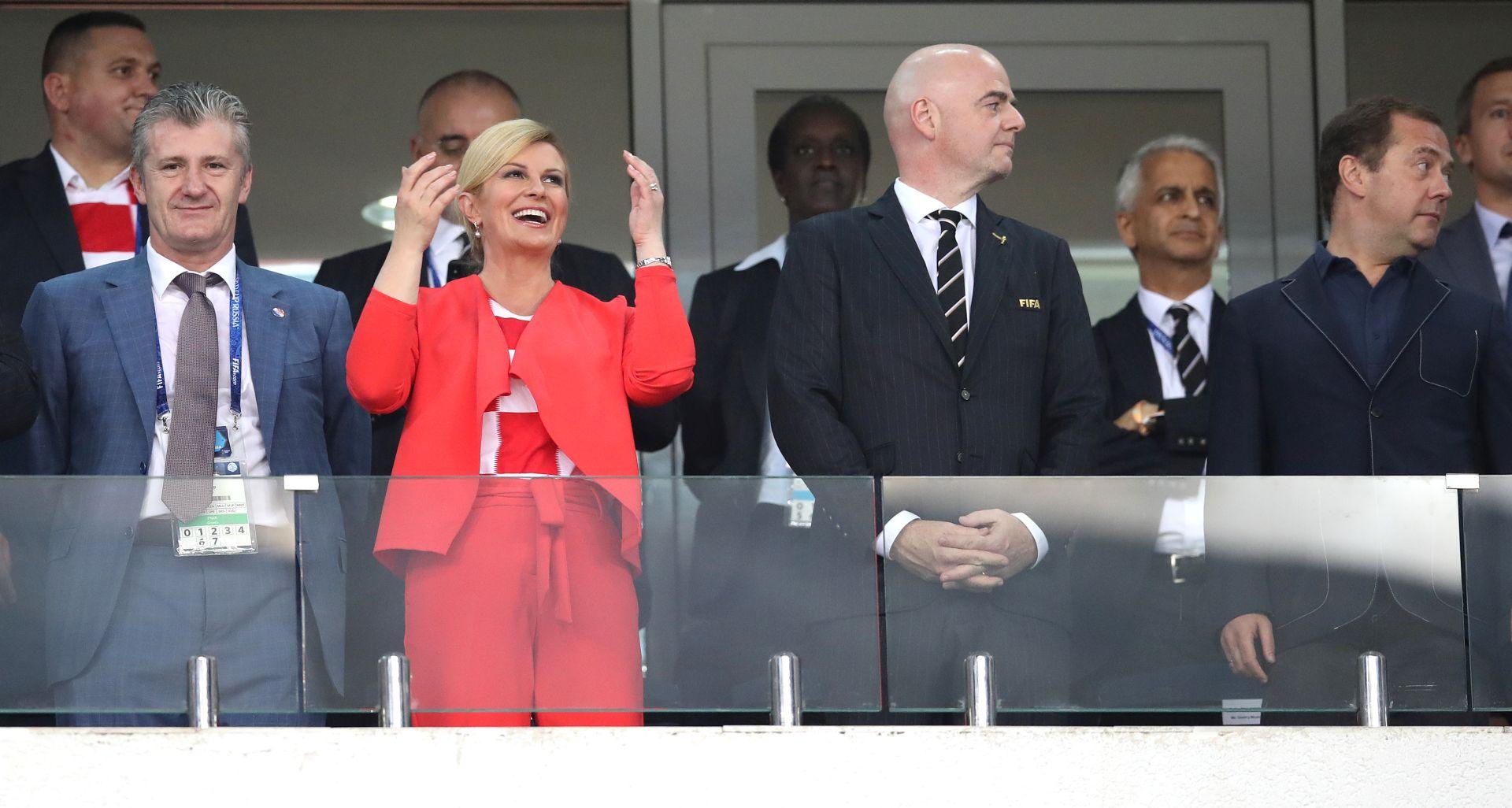 FOTO: Predsjednica poklonila hrvatske dresove Trumpu i May