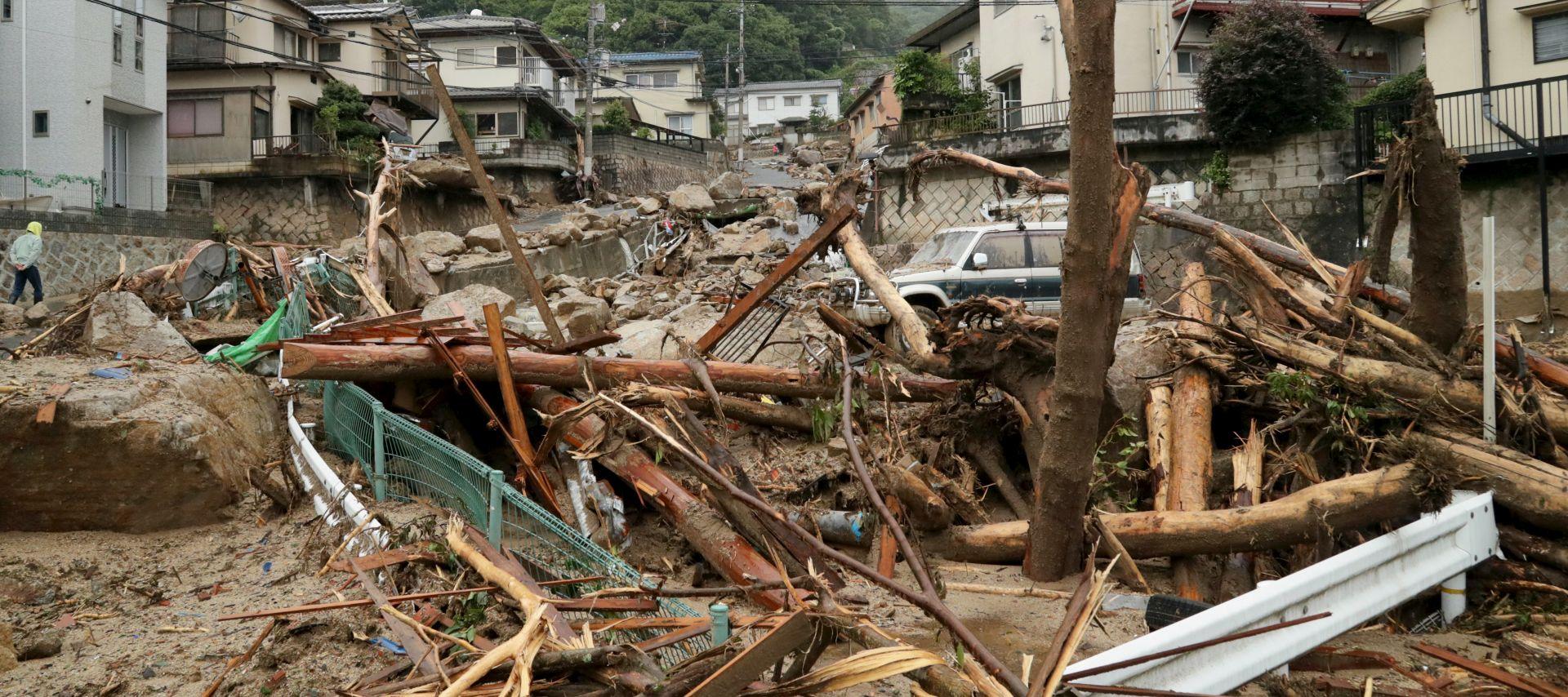 Više od 100 mrtvih u poplavama i odronima u Japanu