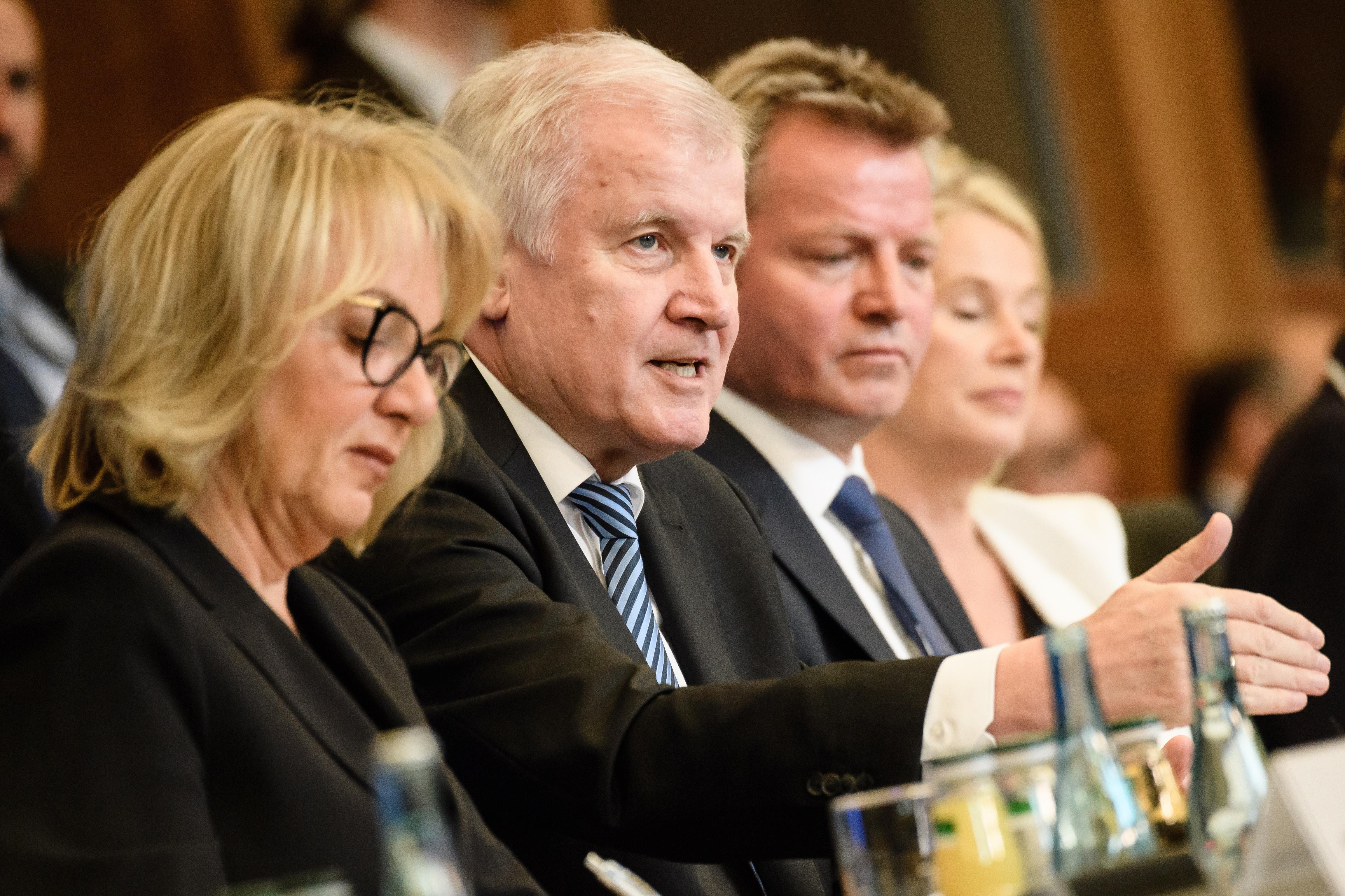 CSU gubi podršku, stranci naudio sukob s Merkel