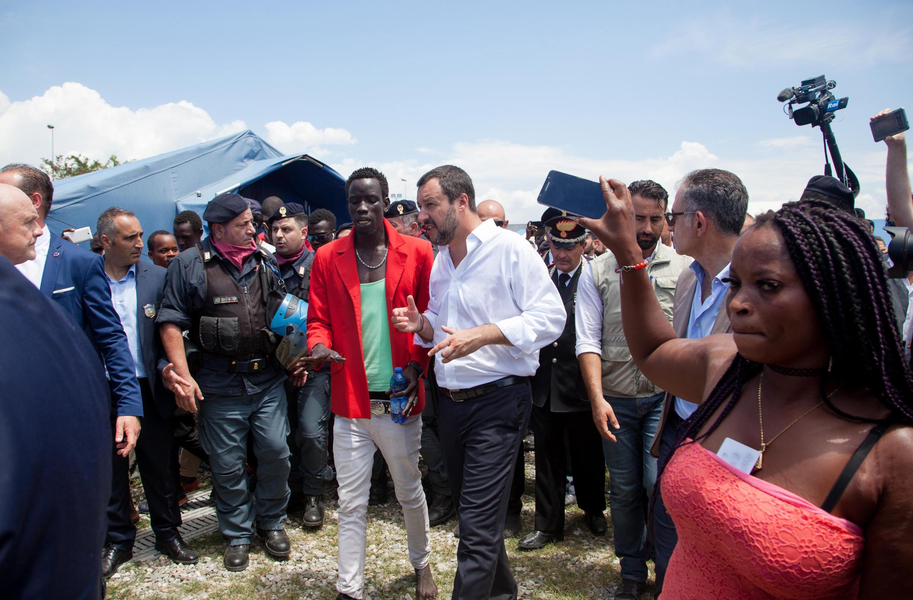 """SALVINI """"Brod s 450 migranata ne može ući u Italiju"""""""