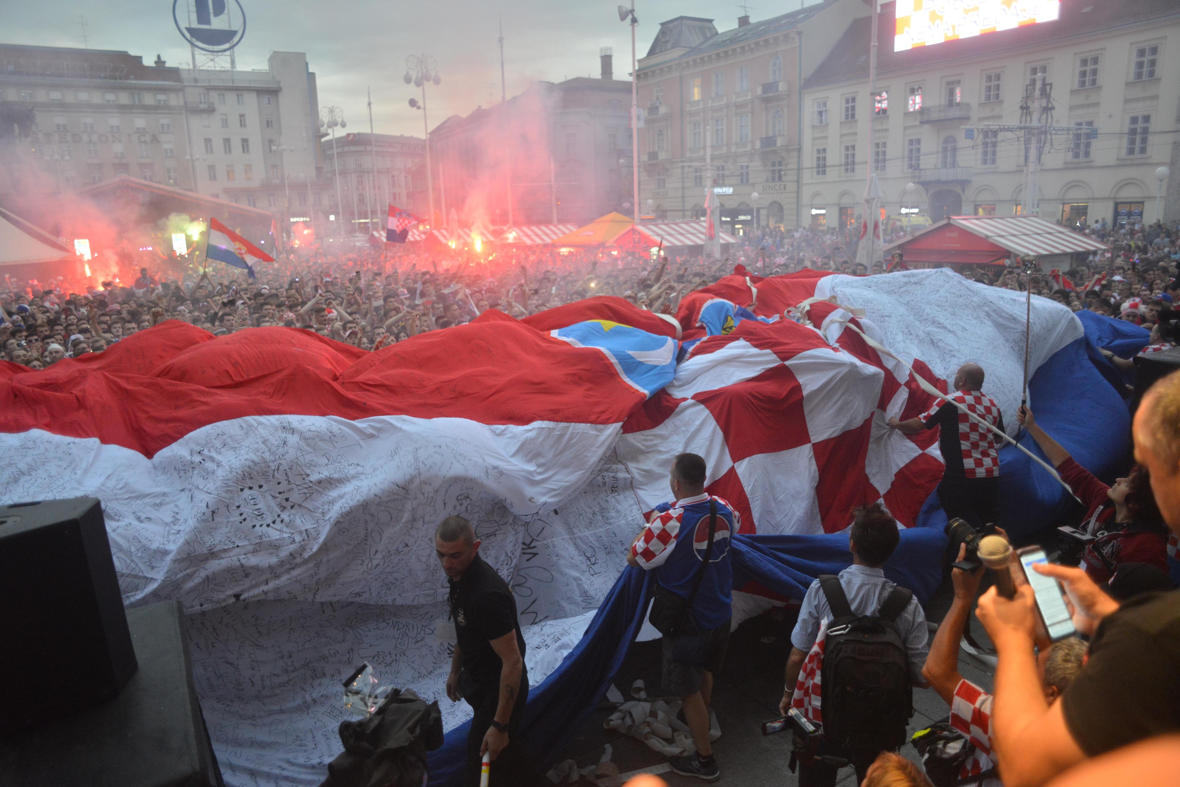 Hrvati slave ulazak u finale, navijači preplavili glavni zagrebački trg