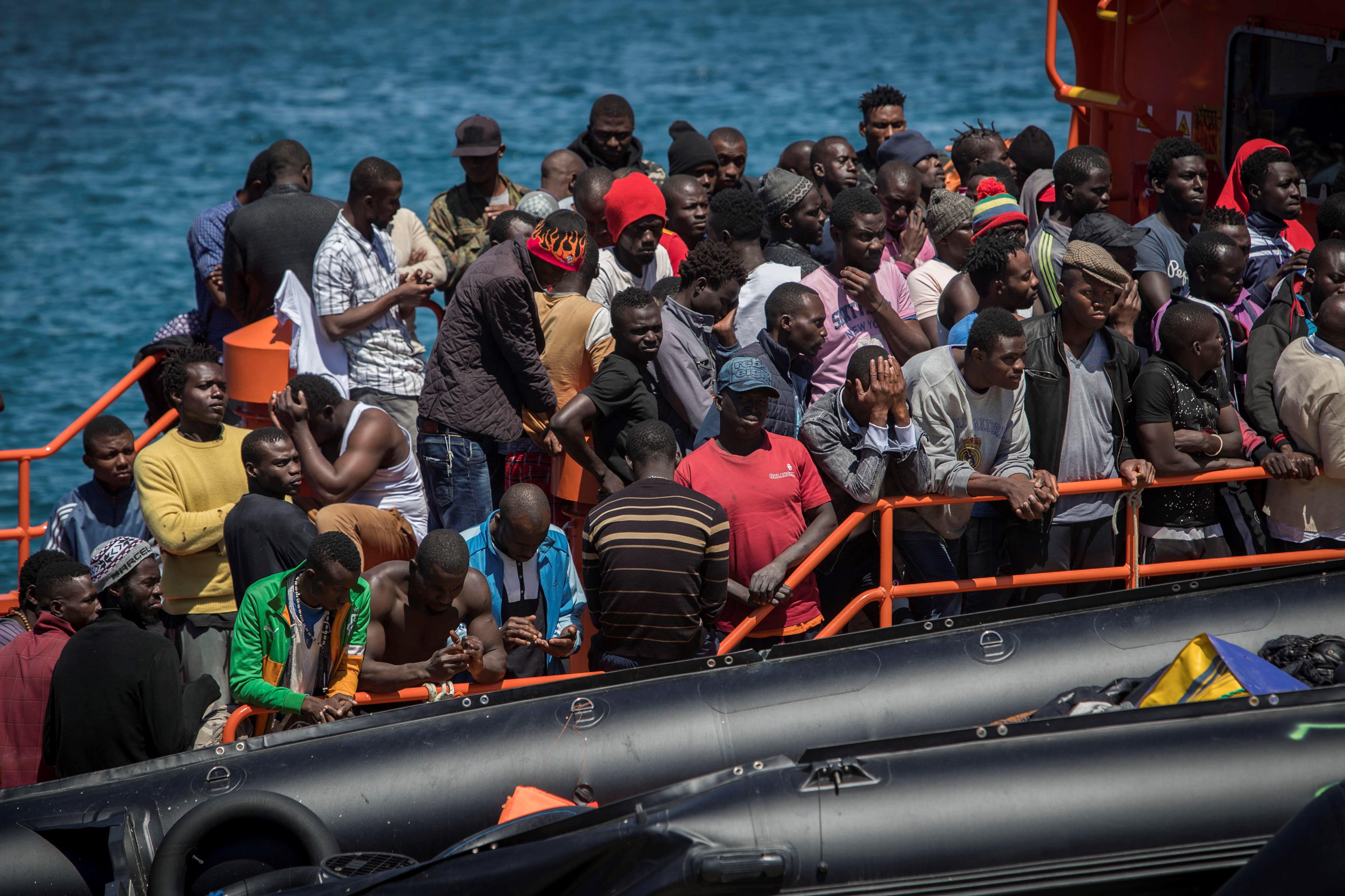 TUNIS Brod s migrantima nakon više od dva tjedna na moru napokon uplovio u luku