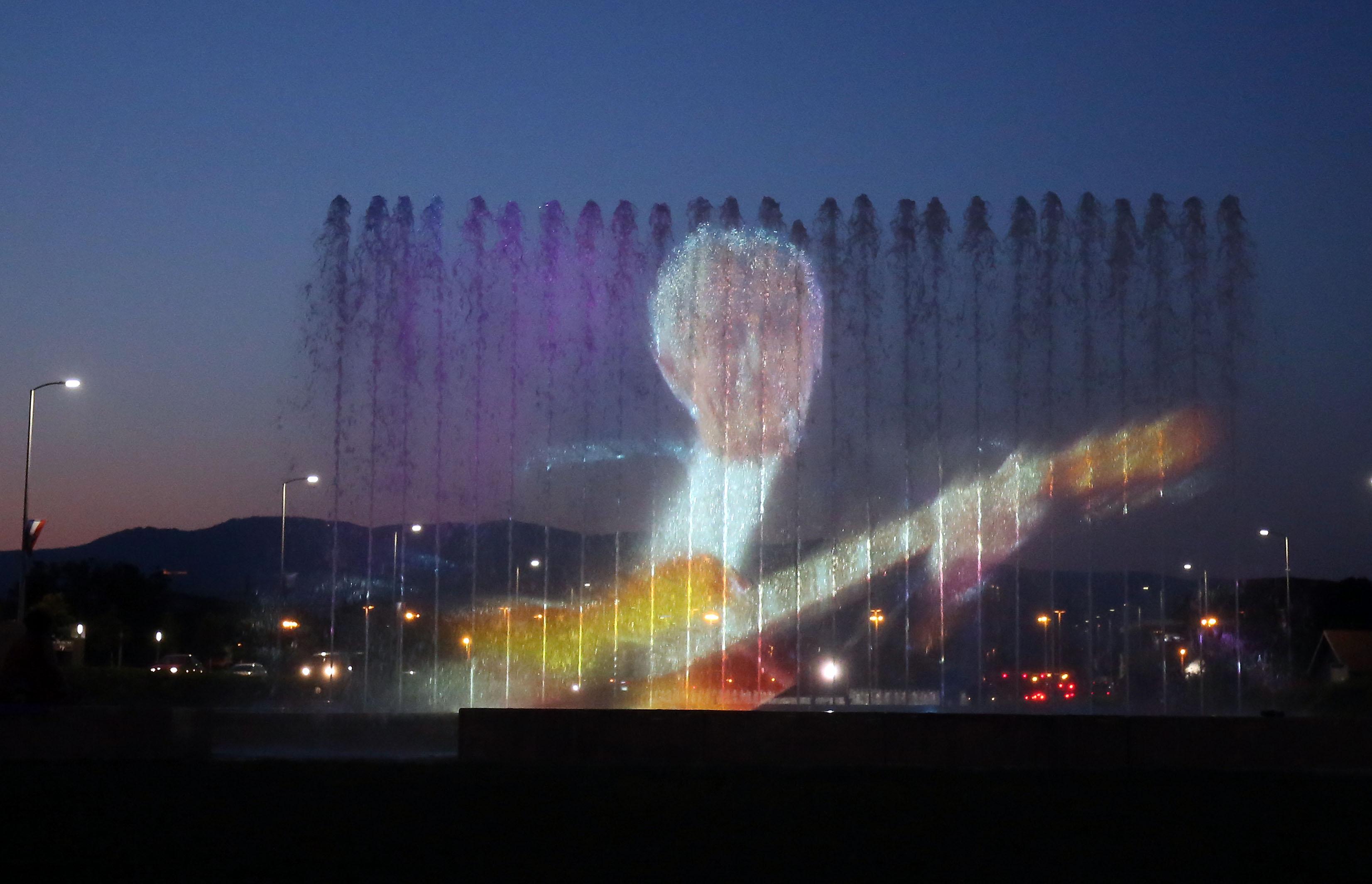 Zagreb se projekcijama na fontanama oprostio od Olivera