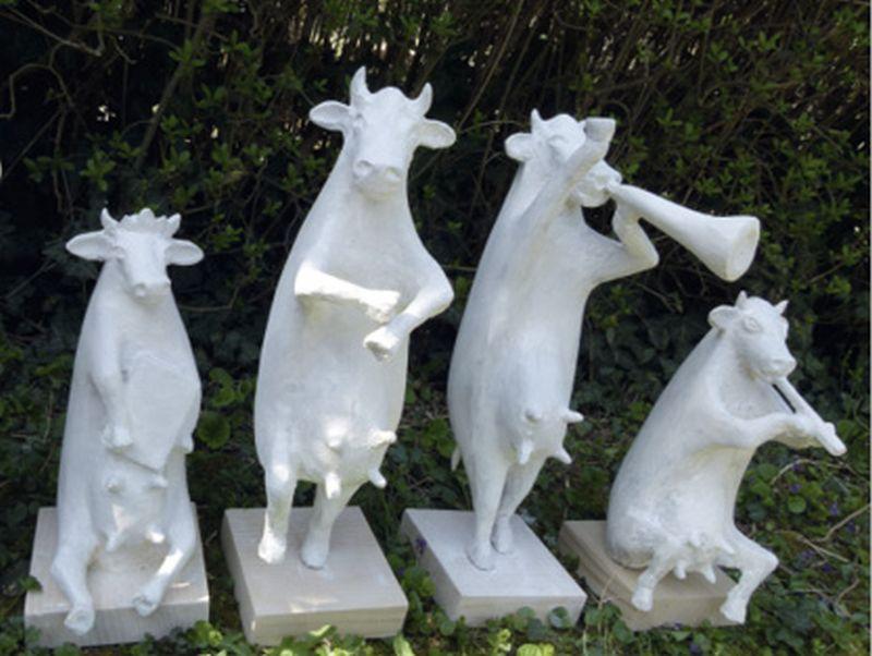 Izložba skulptura krava kao devet antičkih muza umjetnosti
