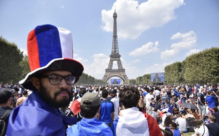 100 tisuća Francuza navija pod Eiffelovim tornjem