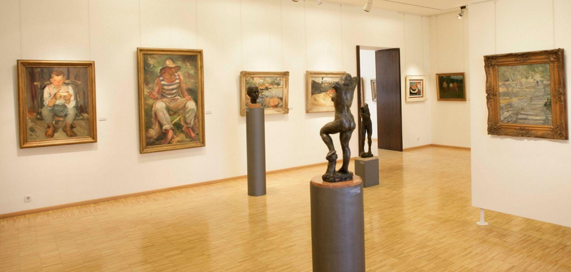 """U modernoj galeriji """"Josip Račić"""" izložba posvećena kiparu Robertu Jeanu Ivanoviću"""