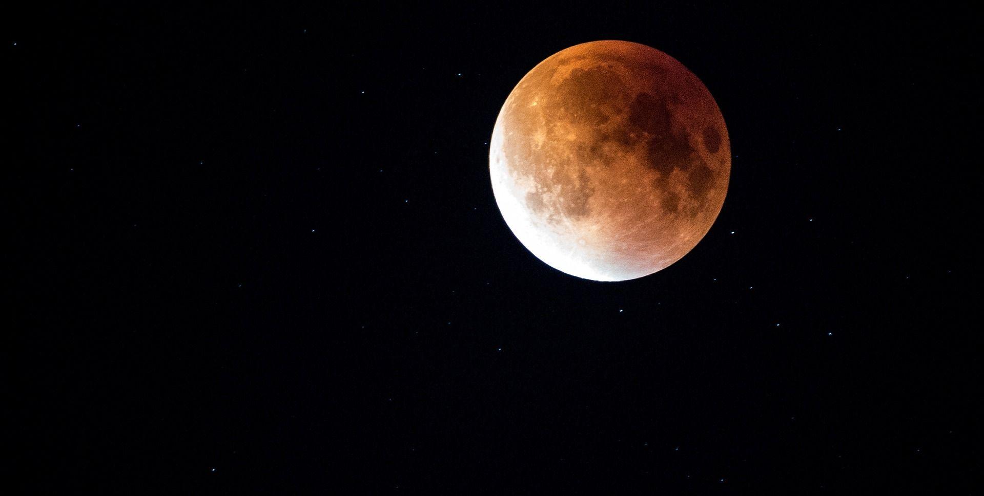 U petak potpuna pomrčina Mjeseca vidljiva i iz Hrvatske