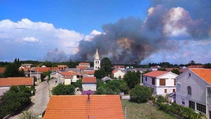 VIDEO Lokaliziran požar u Kožinu kod Zadra