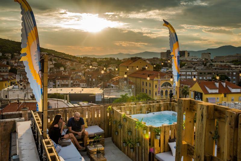 FOTO: Corona Sunsets Session na krovu splitskog hotela Cornaro