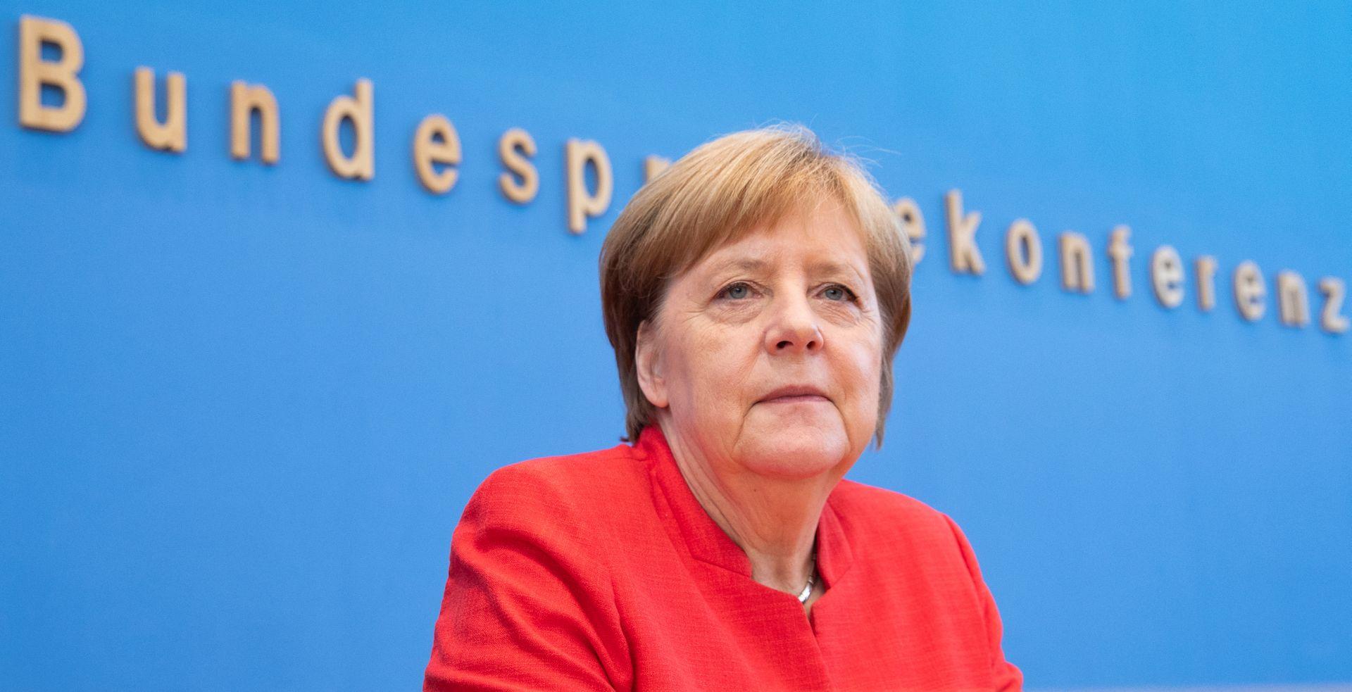 Upitna budućnost Merkel nakon gubitka desne ruke u parlamentu