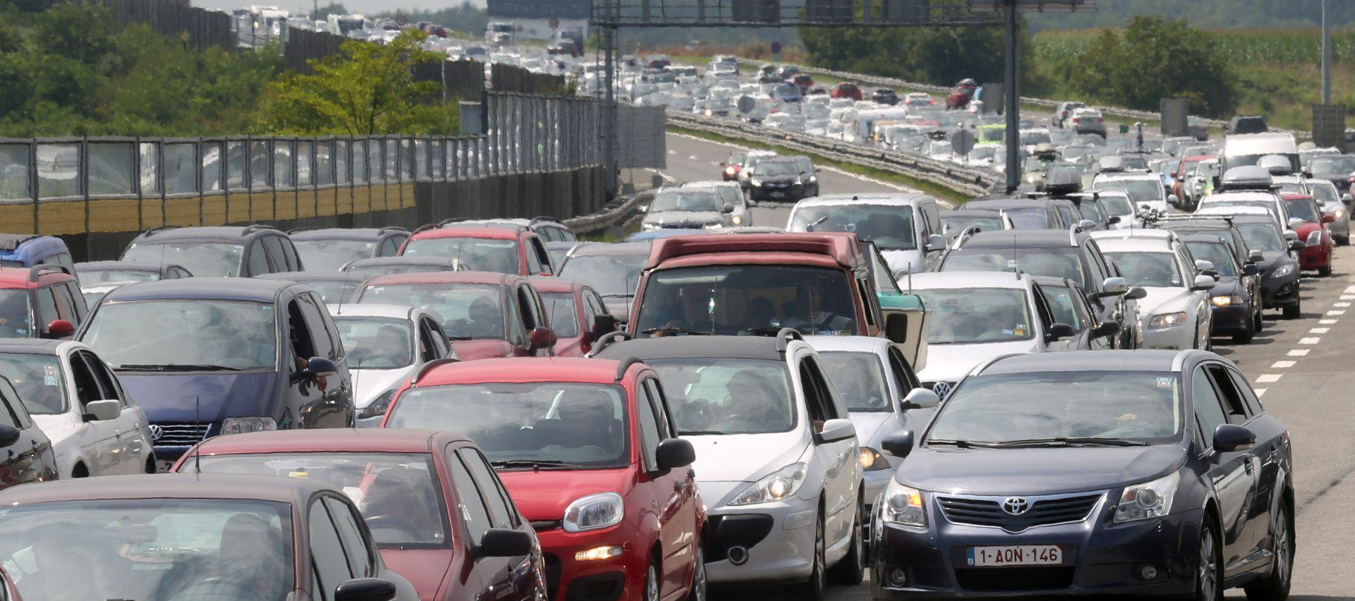 Na autocestama protekli vikend više vozila nego lani