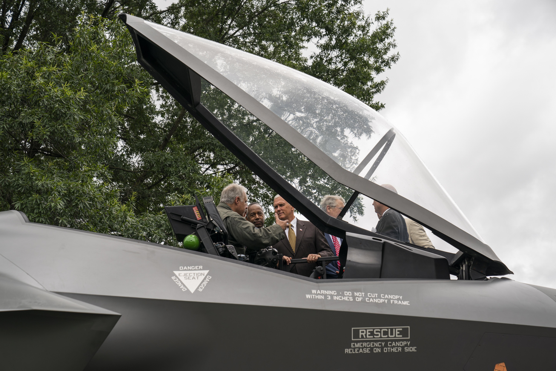 PENCE 'Osnovat ćemo svemirske snage Sjedinjenih Država'