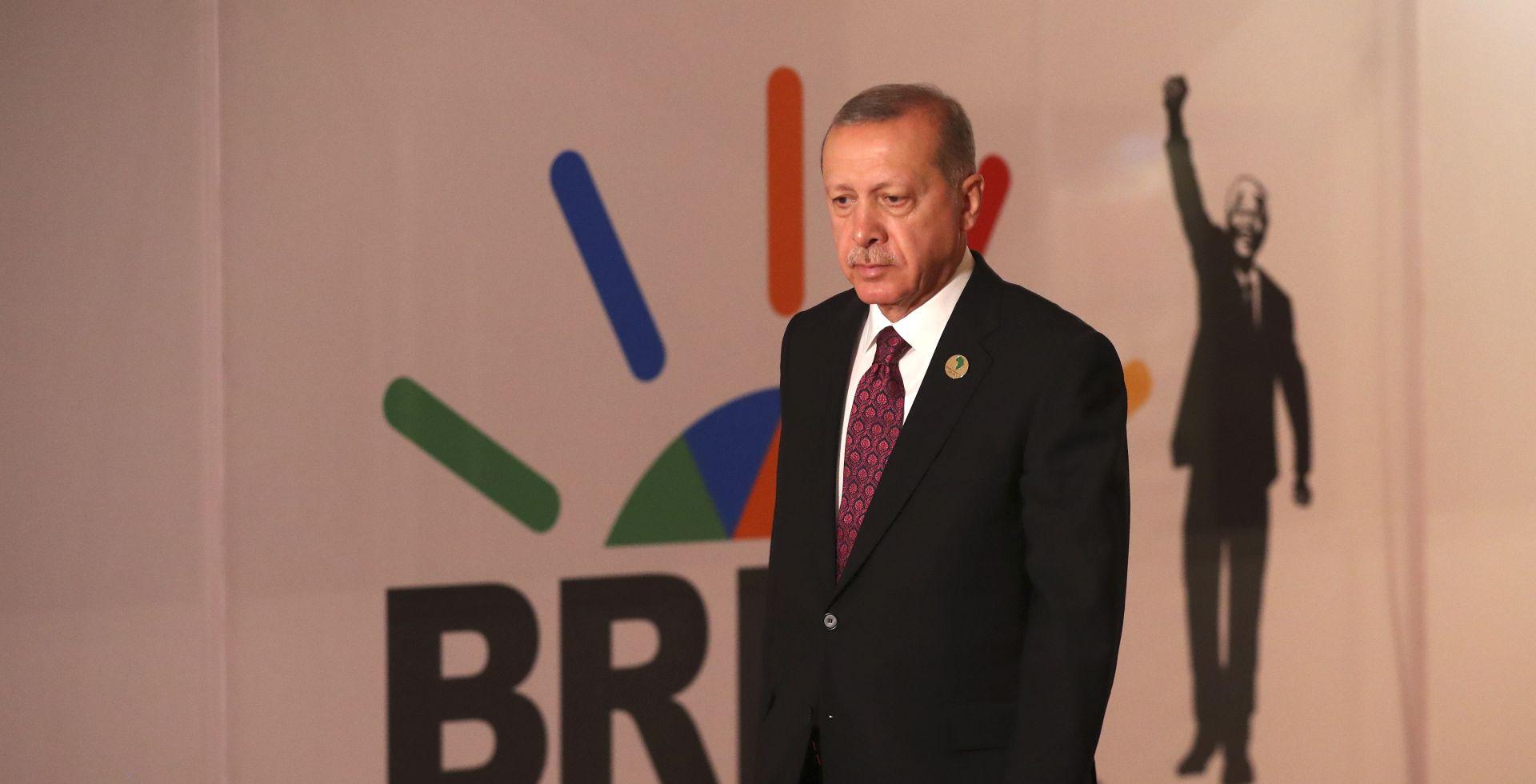 "ERDOGAN ""Pad lire je rezultat političke urote protiv Turske"""