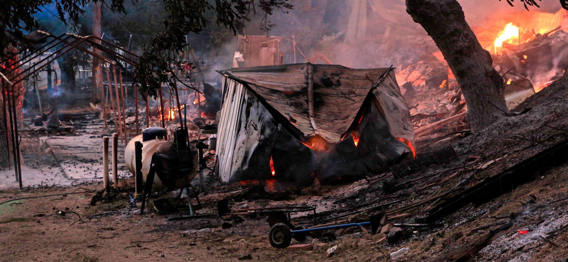 Šestoro nestalih u požaru u Kaliforniji, 14 pronađeno živo