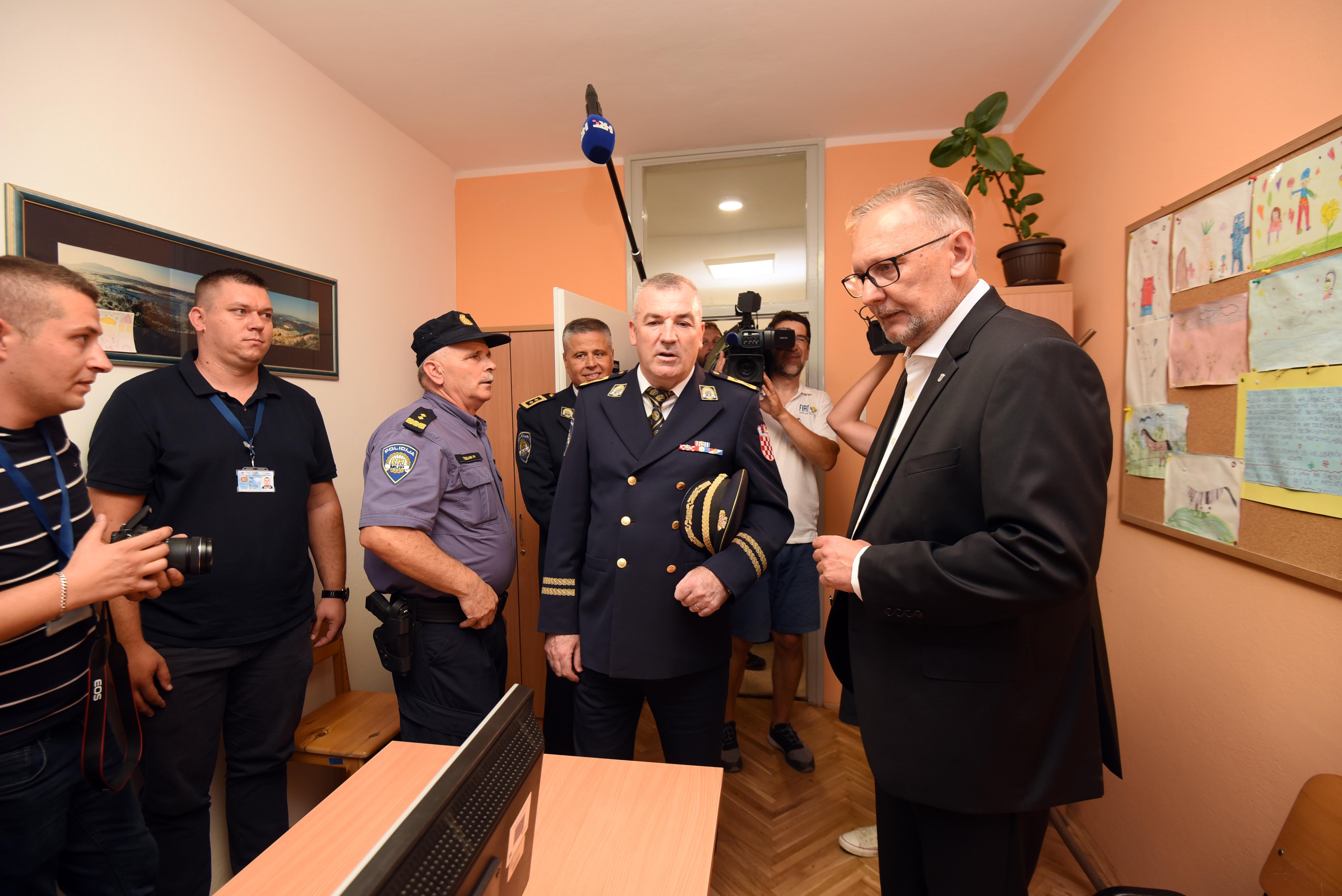 Božinović posjetio novouređene prostorije Policijske postaje Knin