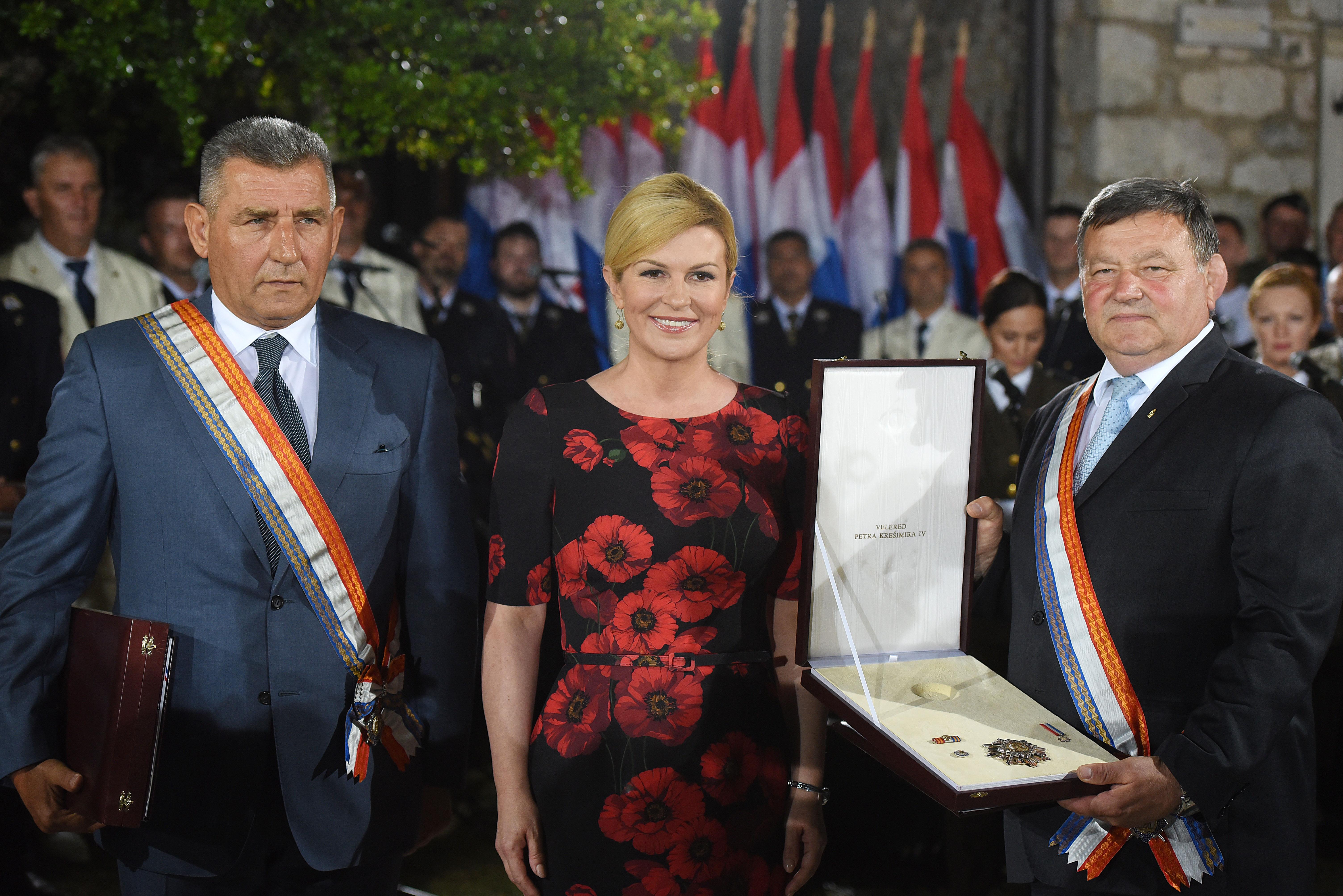 Državni vrh u Kninu odlikovao generale Gotovinu i Markača