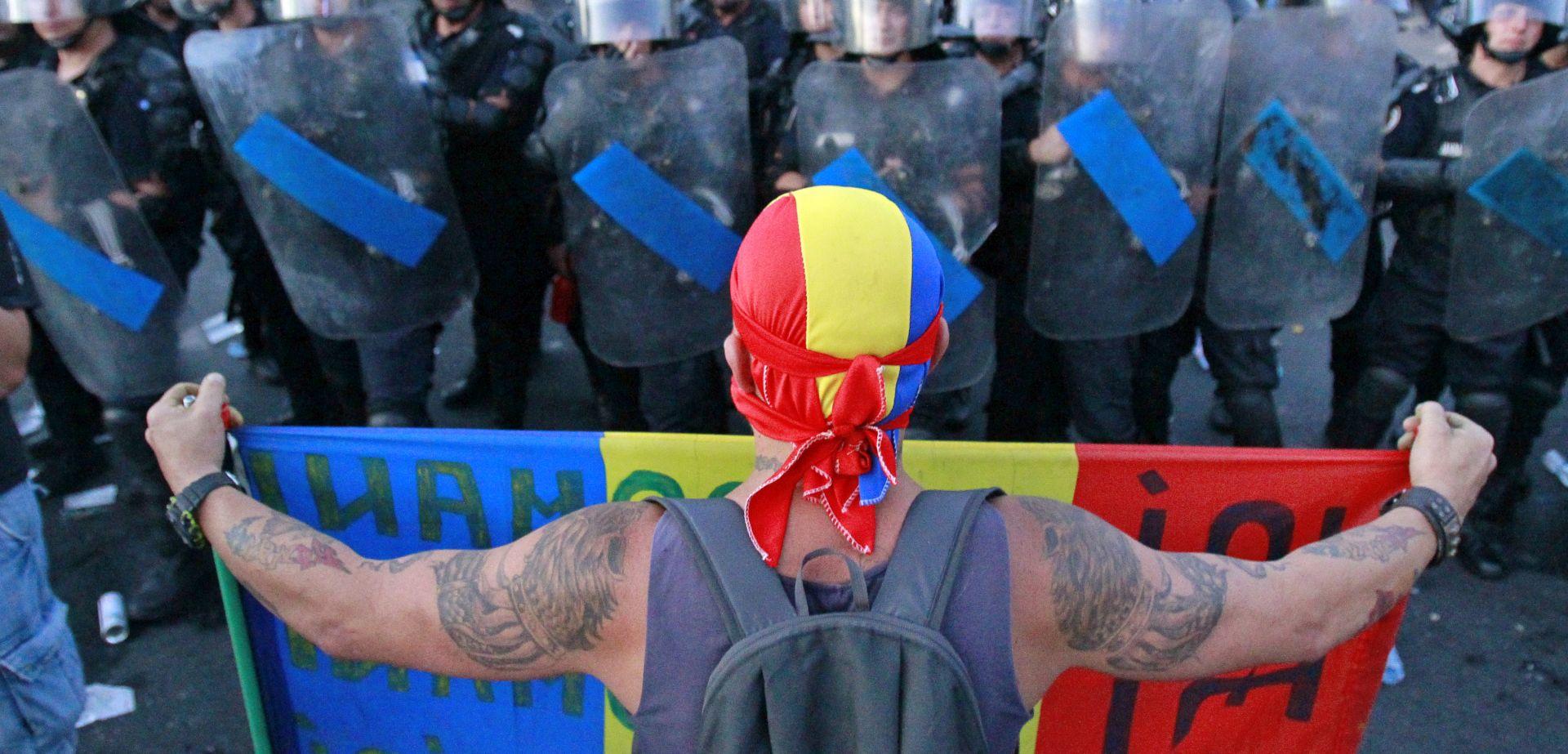 Tisuće Rumunja treći dan zaredom prosvjeduju protiv vlade