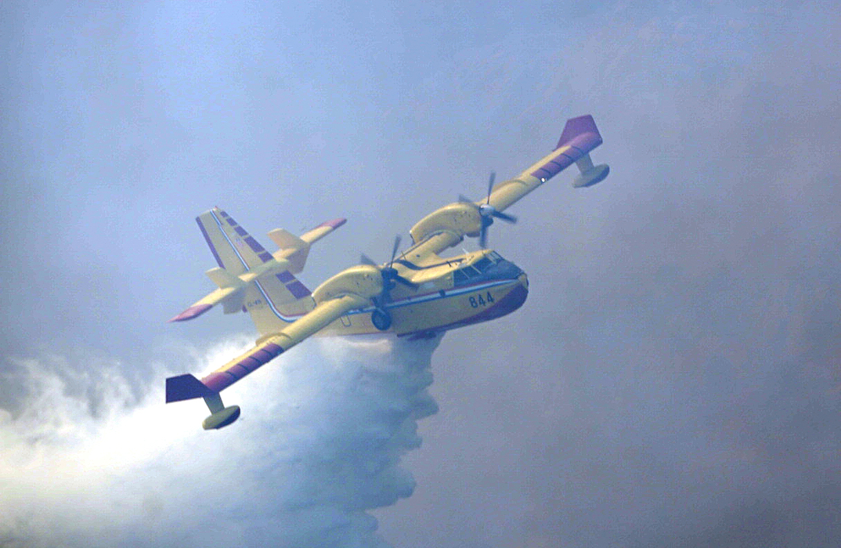 Četiri protupožarna zrakoplova gase požar kod Dicma
