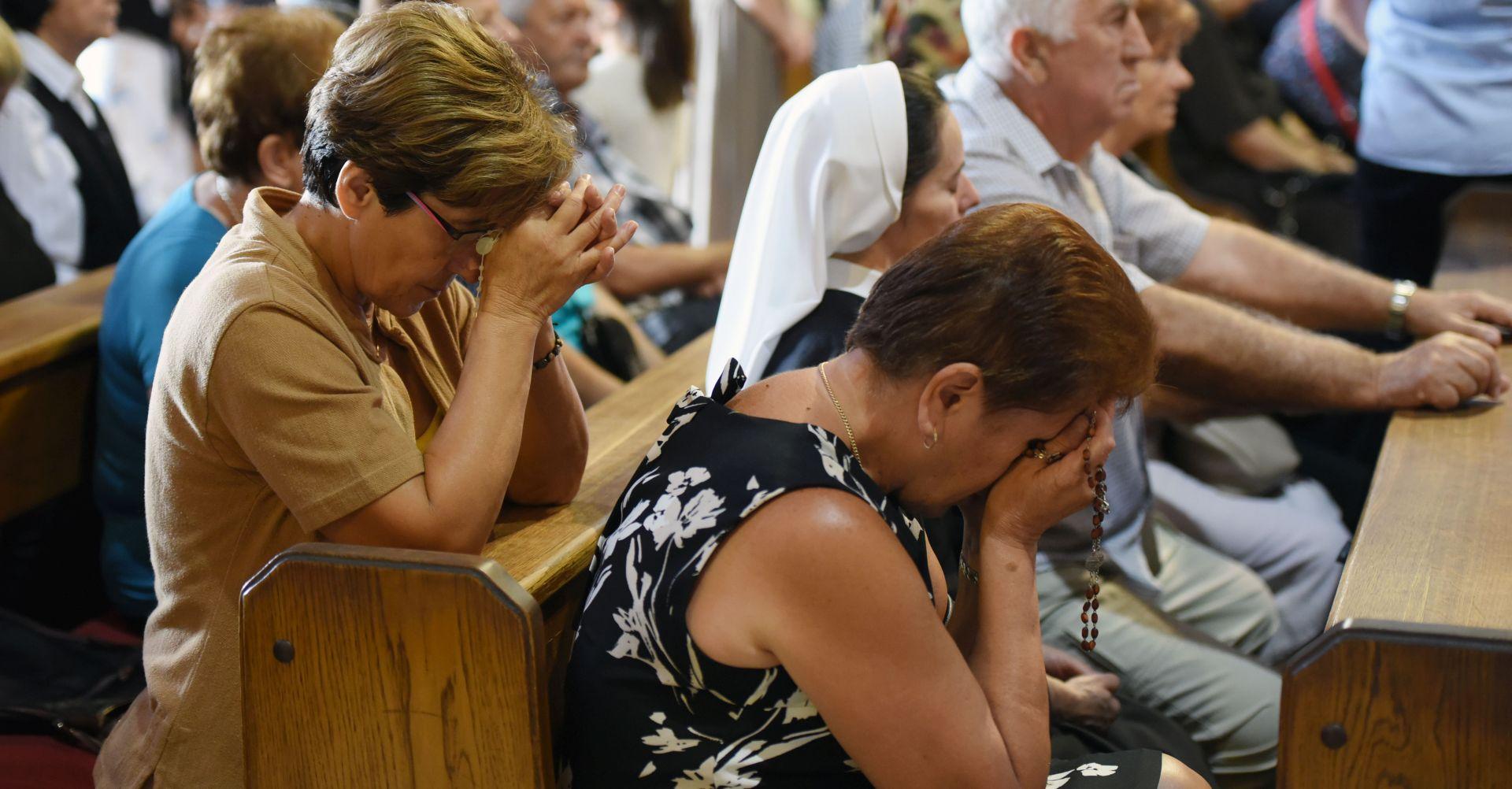 Vjernici Đakovštine na Veliku Gospu u marijanskom svetištu u Dragotinu