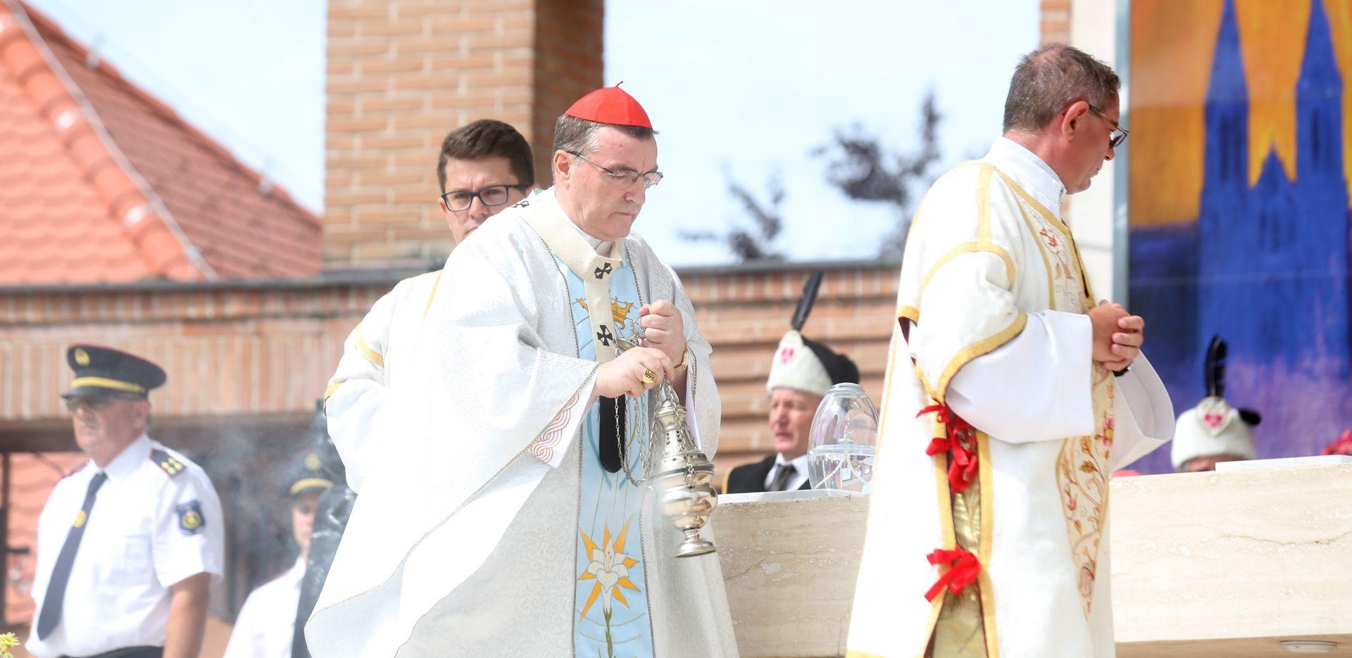 BOZANIĆ 'Crkva je sveta iako neki njeni članovi nisu bezgrješni'