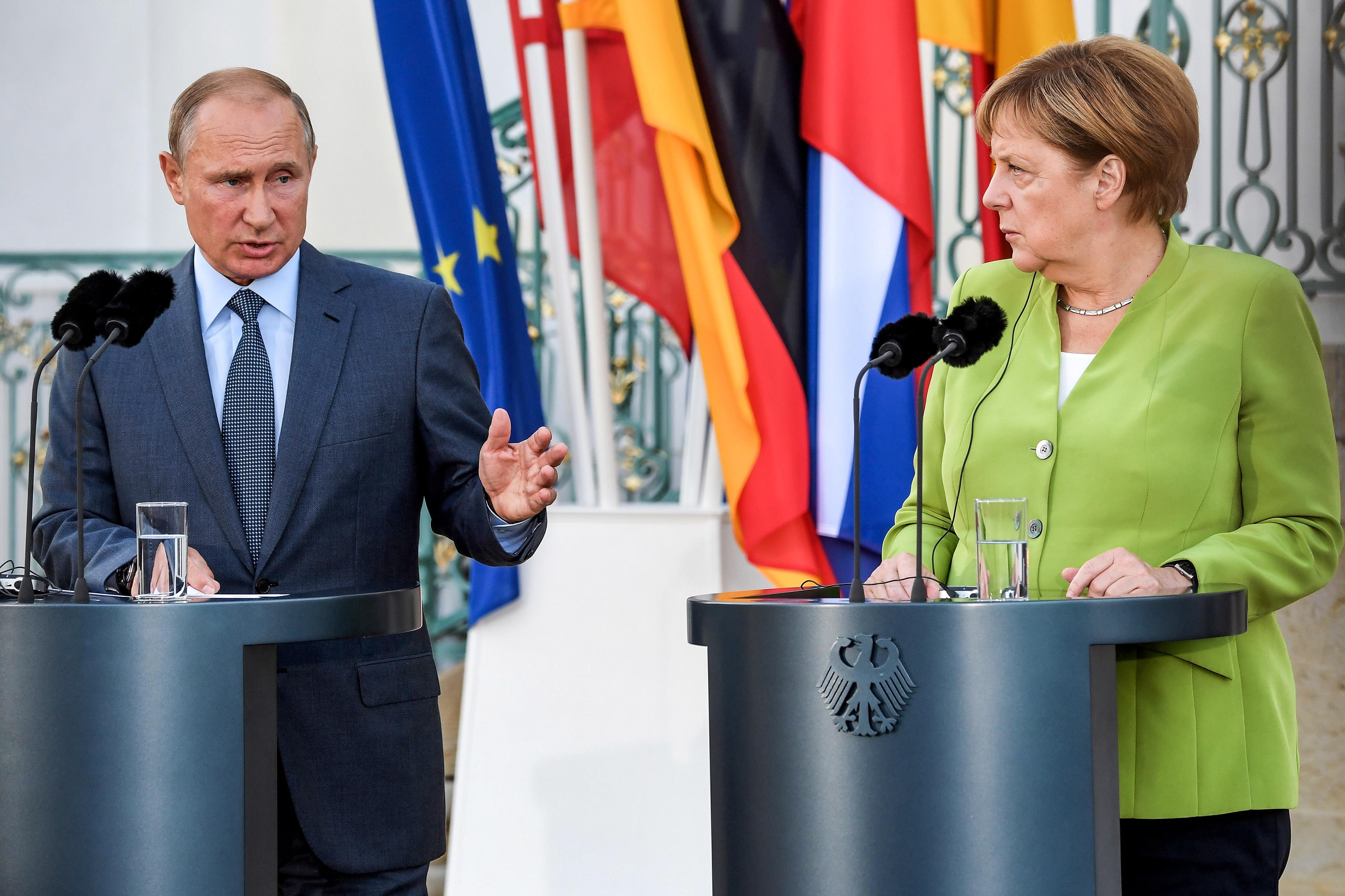 Merkel ugostila Putina blizu Berlina, raspravljaju o aktualnim temama