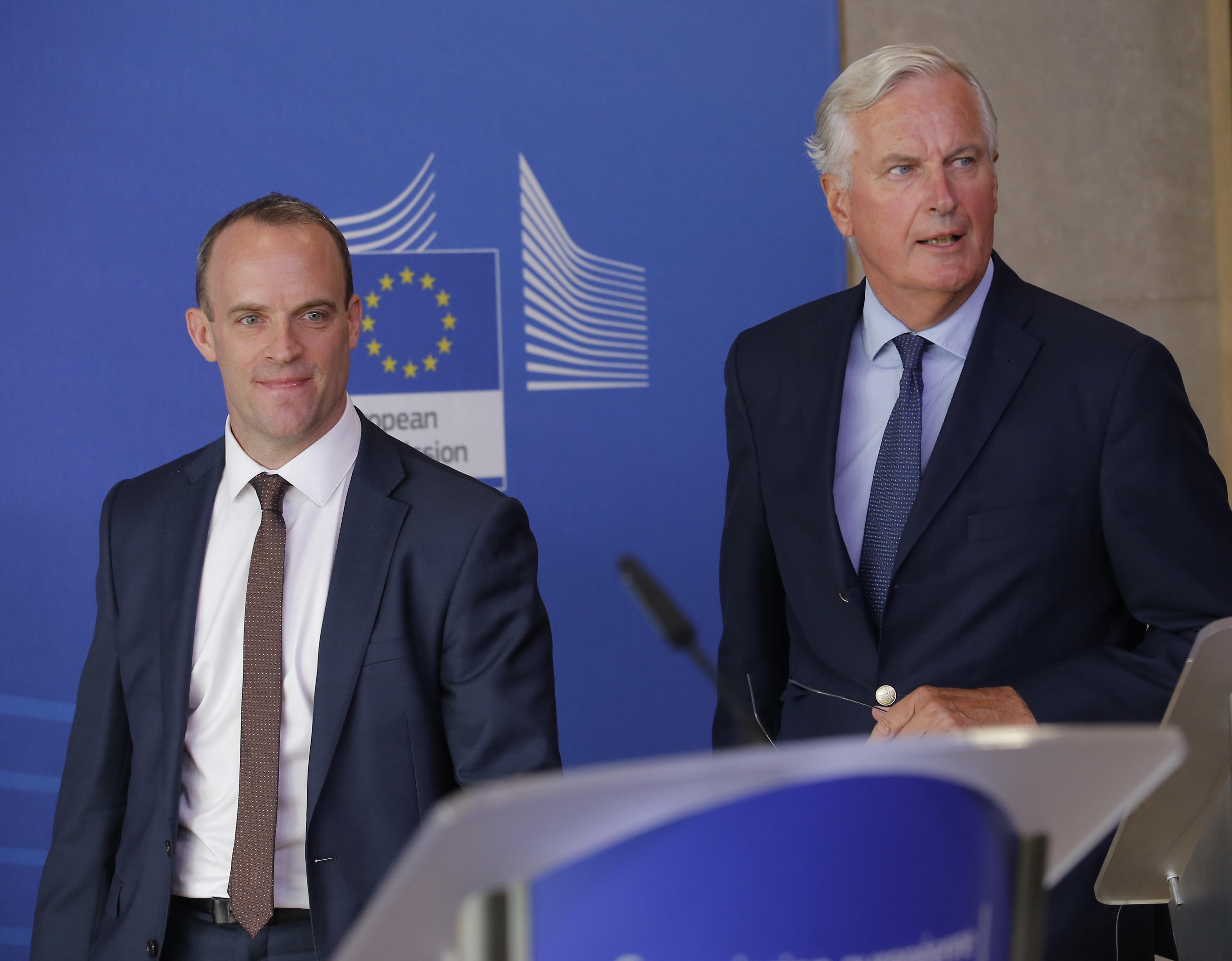 Britanija upozorava tvrtke da bez dogovora o Brexitu slijede birokracija i kašnjenja na granici