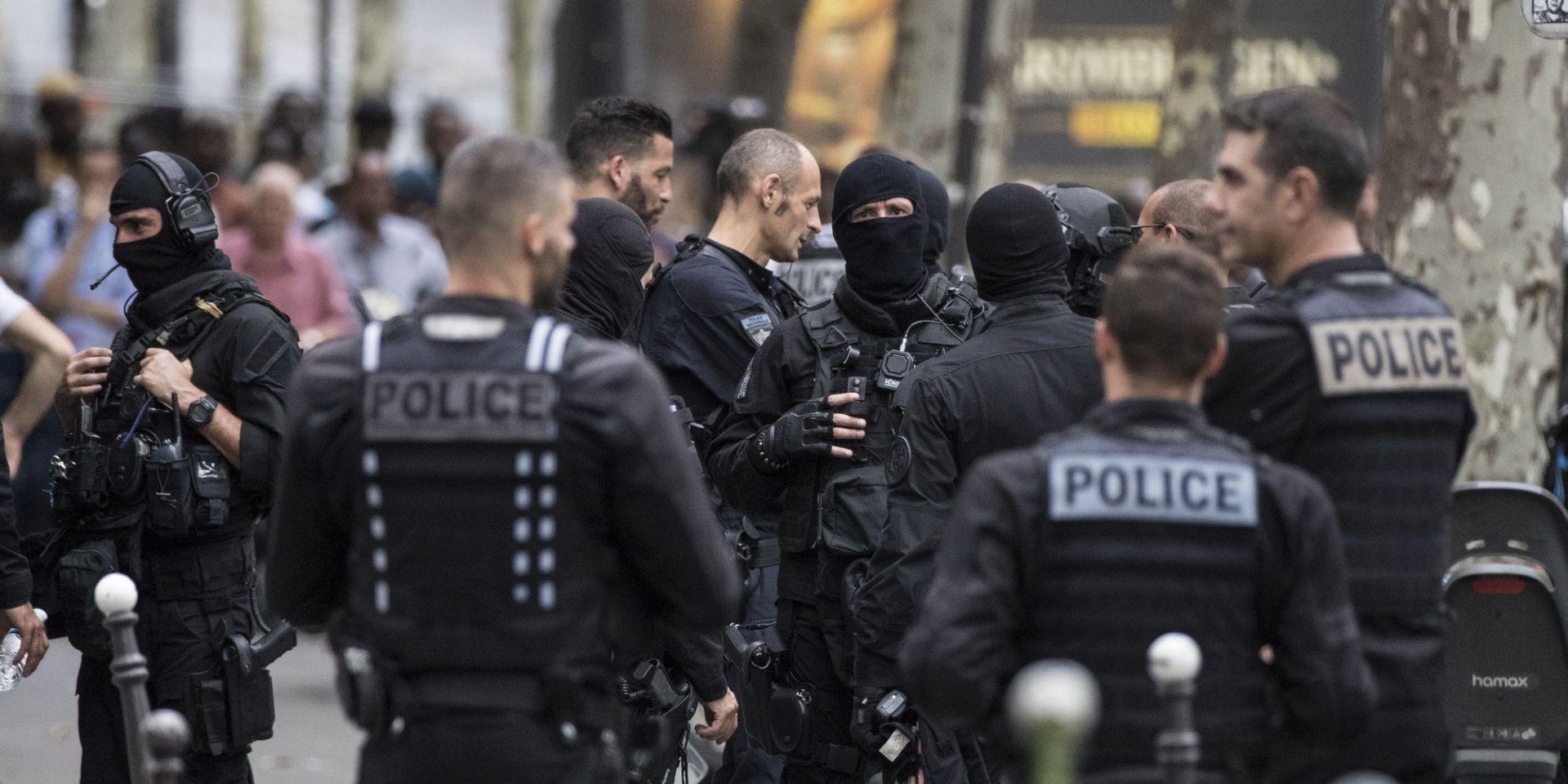 Napadač ubio majku i sestru u predgrađu Pariza