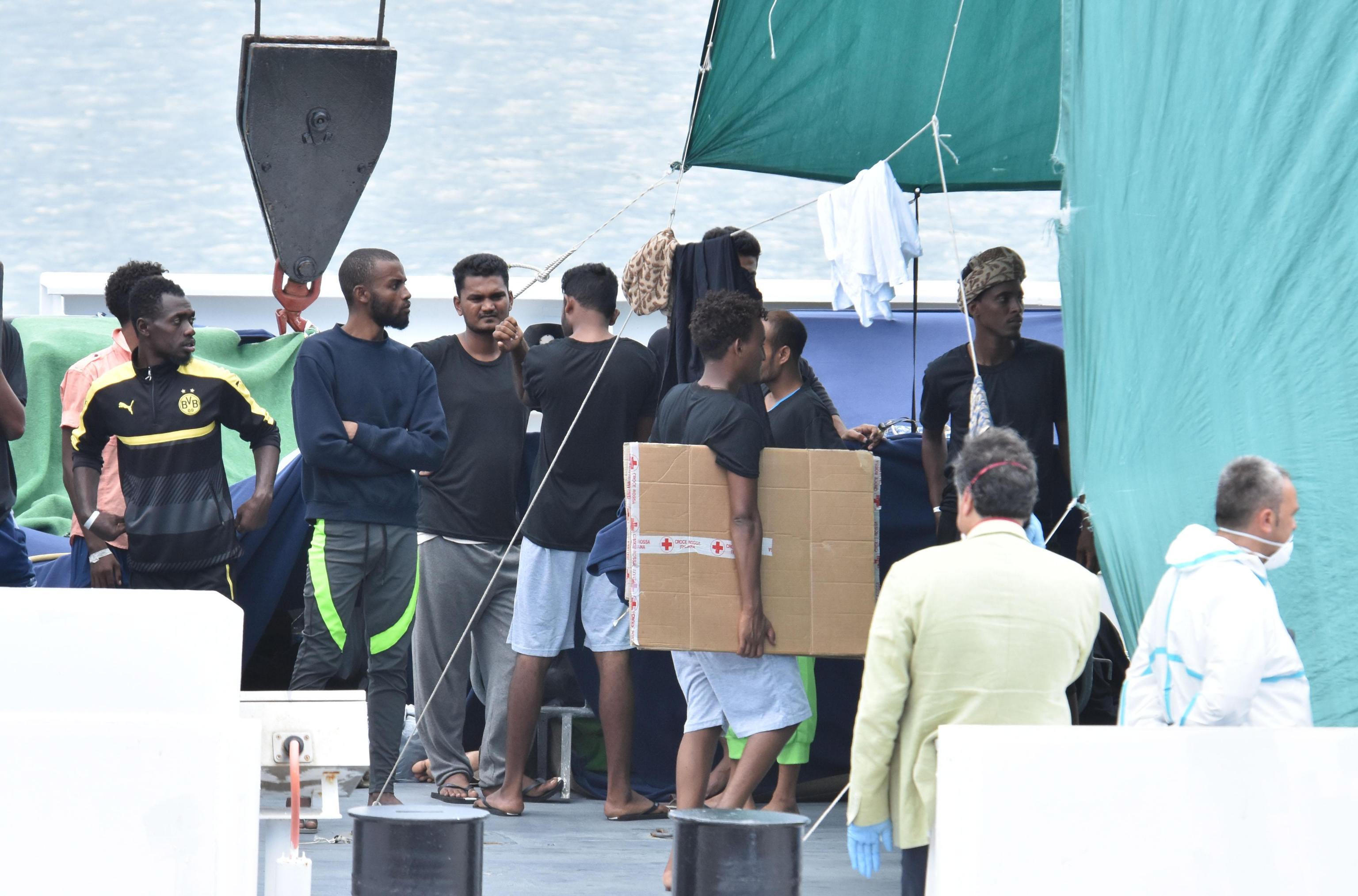 S broda Diciotti iskrcano 16 bolesnih migranata
