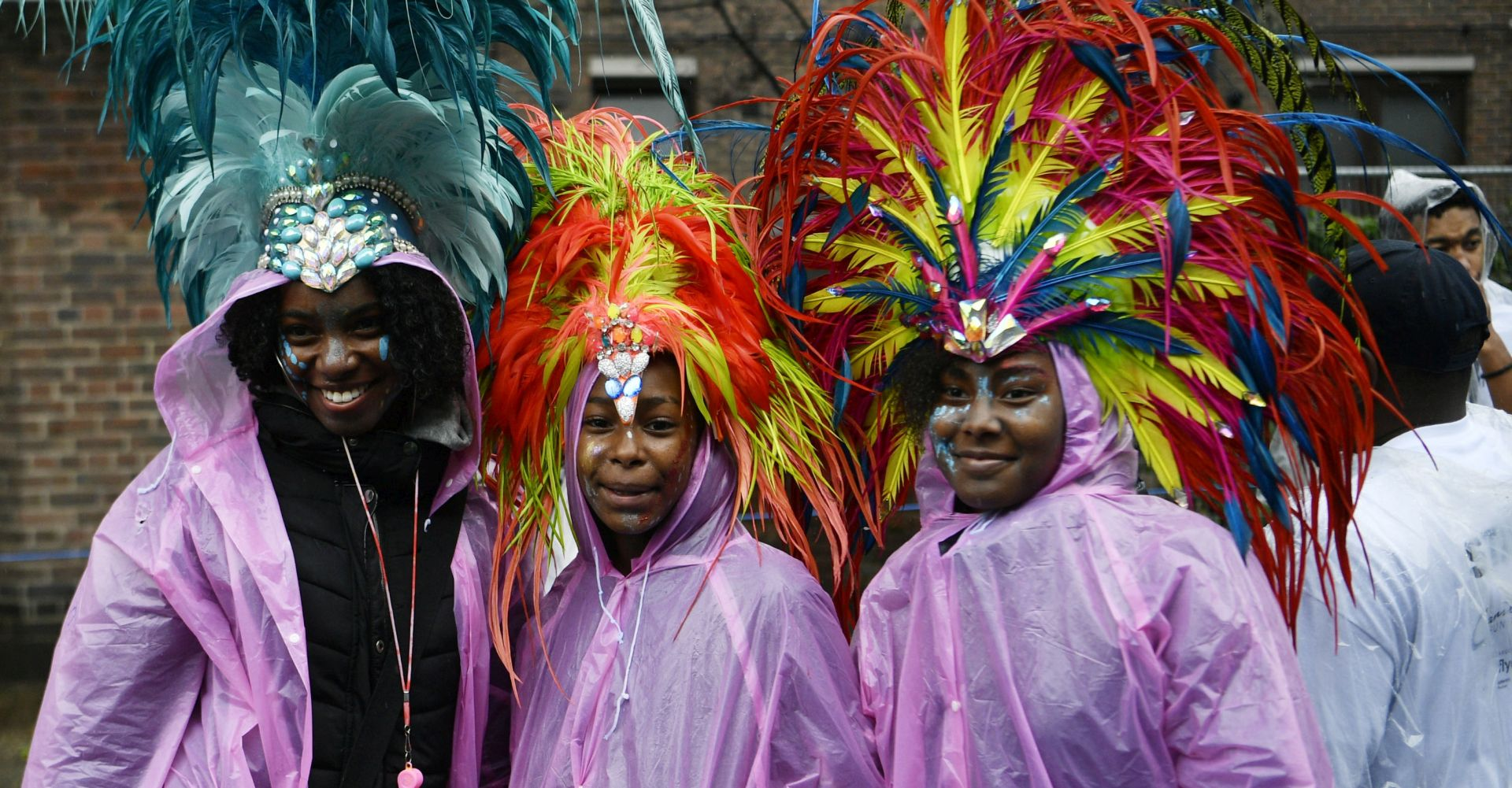 Mnoštvo na londonskom karnevalu na Notting Hillu prkosilo jakoj kiši