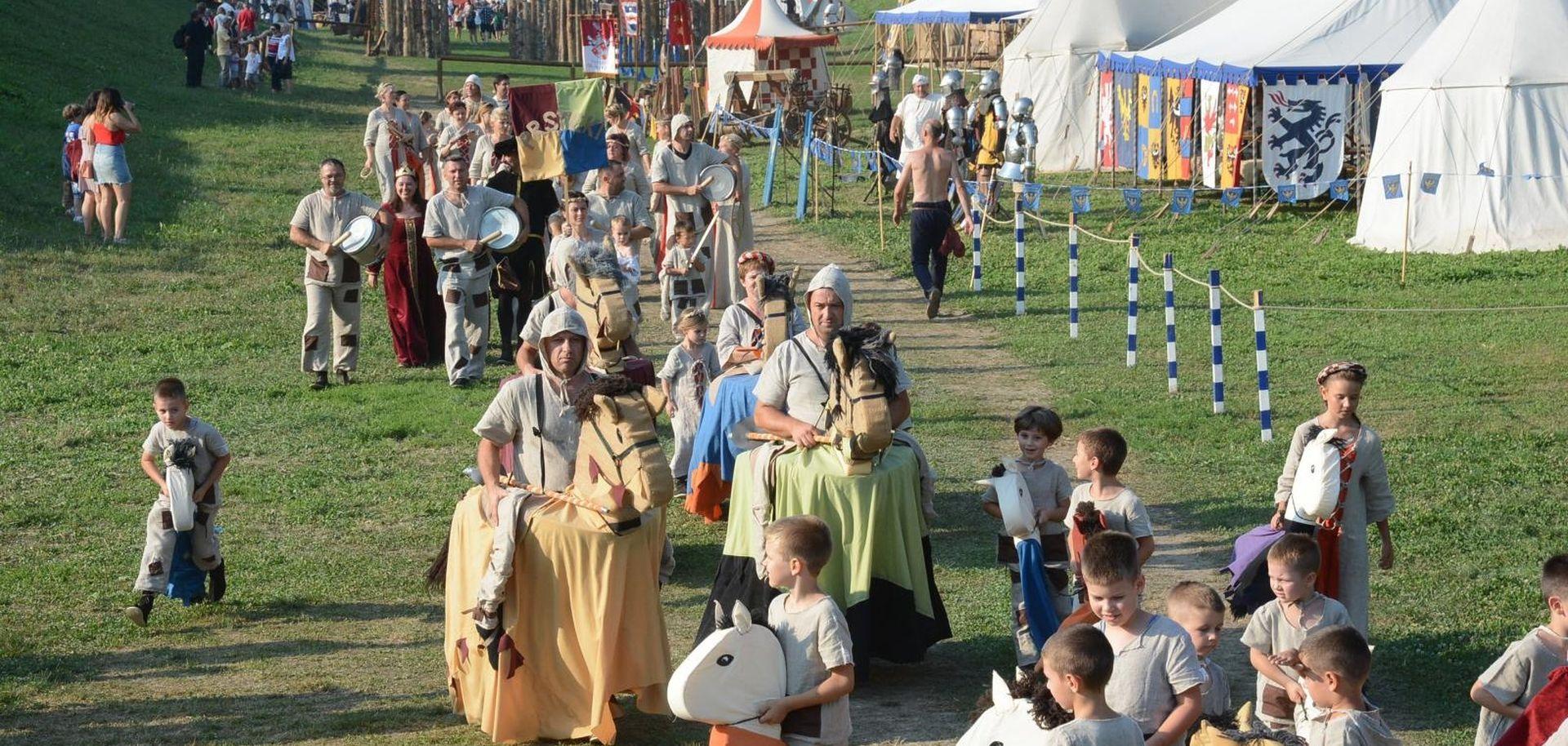 Vrhunac Renesansnog festivala u Koprivnici: Povorka povijesnih likova