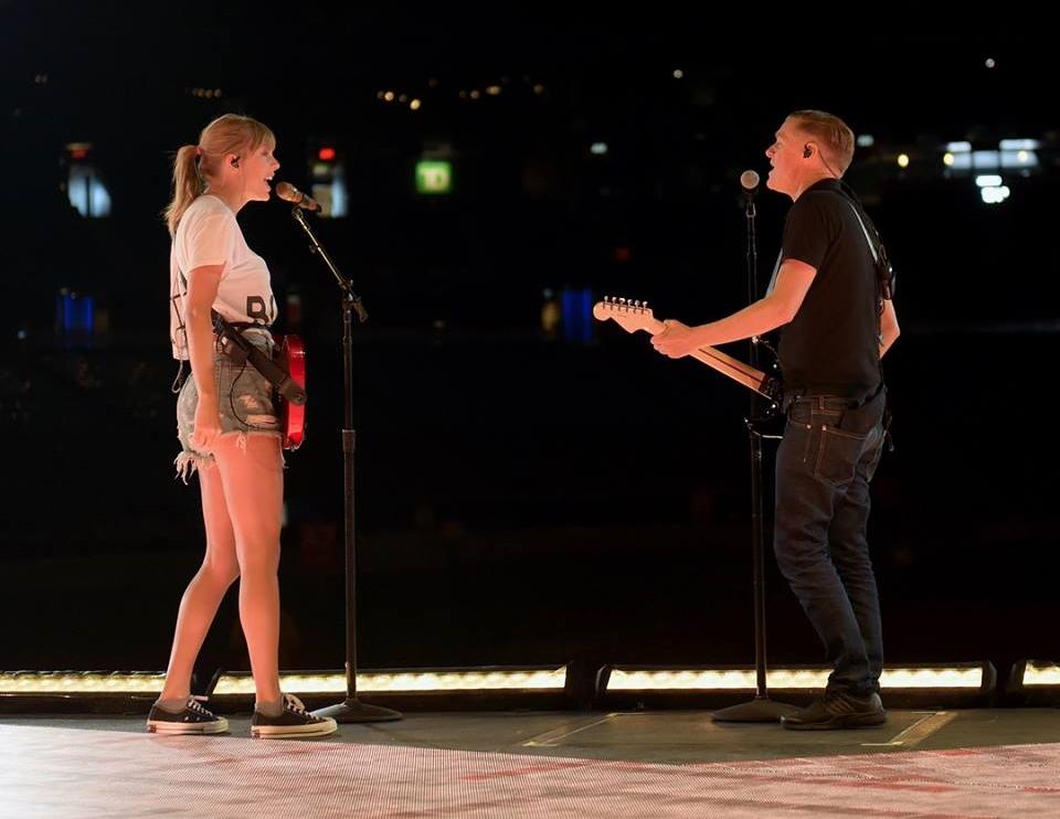 VIDEO: Taylor Swift nastupila s Bryanom Adamsom