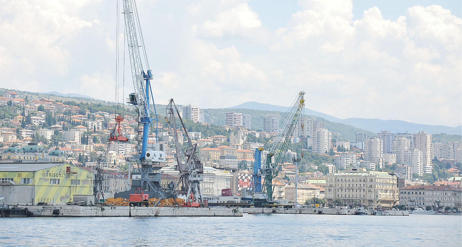 POLJSKI ŠPEKULANTI UNIŠTAVAJU RIJEČKU LUKU i nacionalne strateške ciljeve hrvatske države