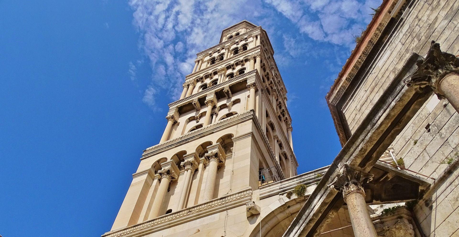 Vandali išarali zid katedrale svetog Duje