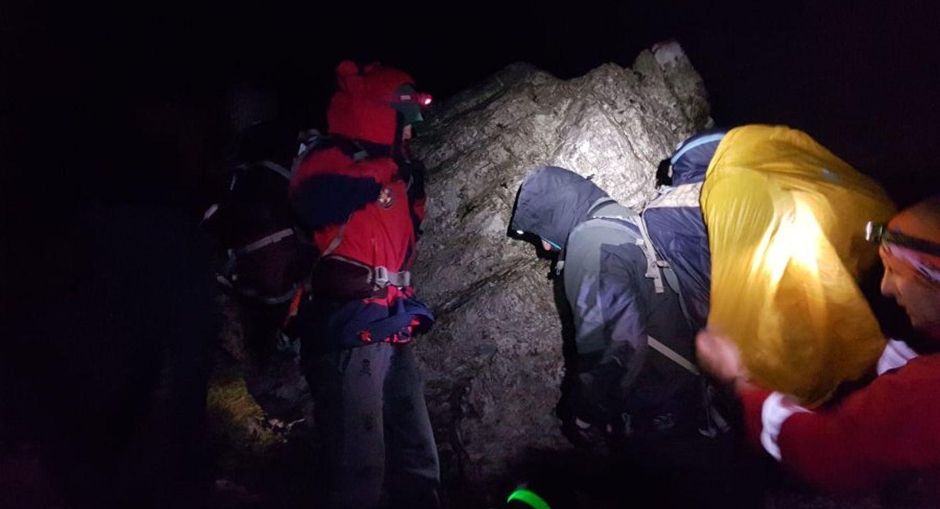 Planinare na Velebitu zahvatila oluja, spasili ih HGSS-ovci