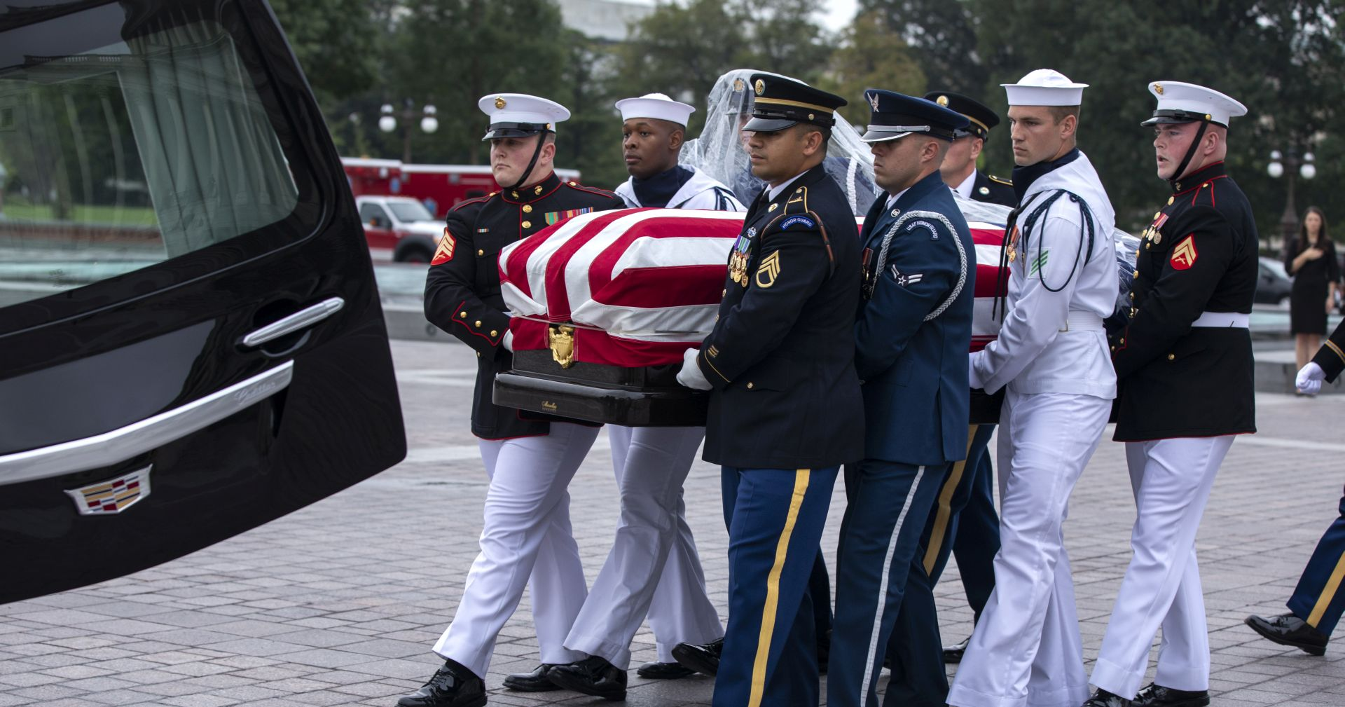 Na privatnoj ceremoniji pokopan John McCain