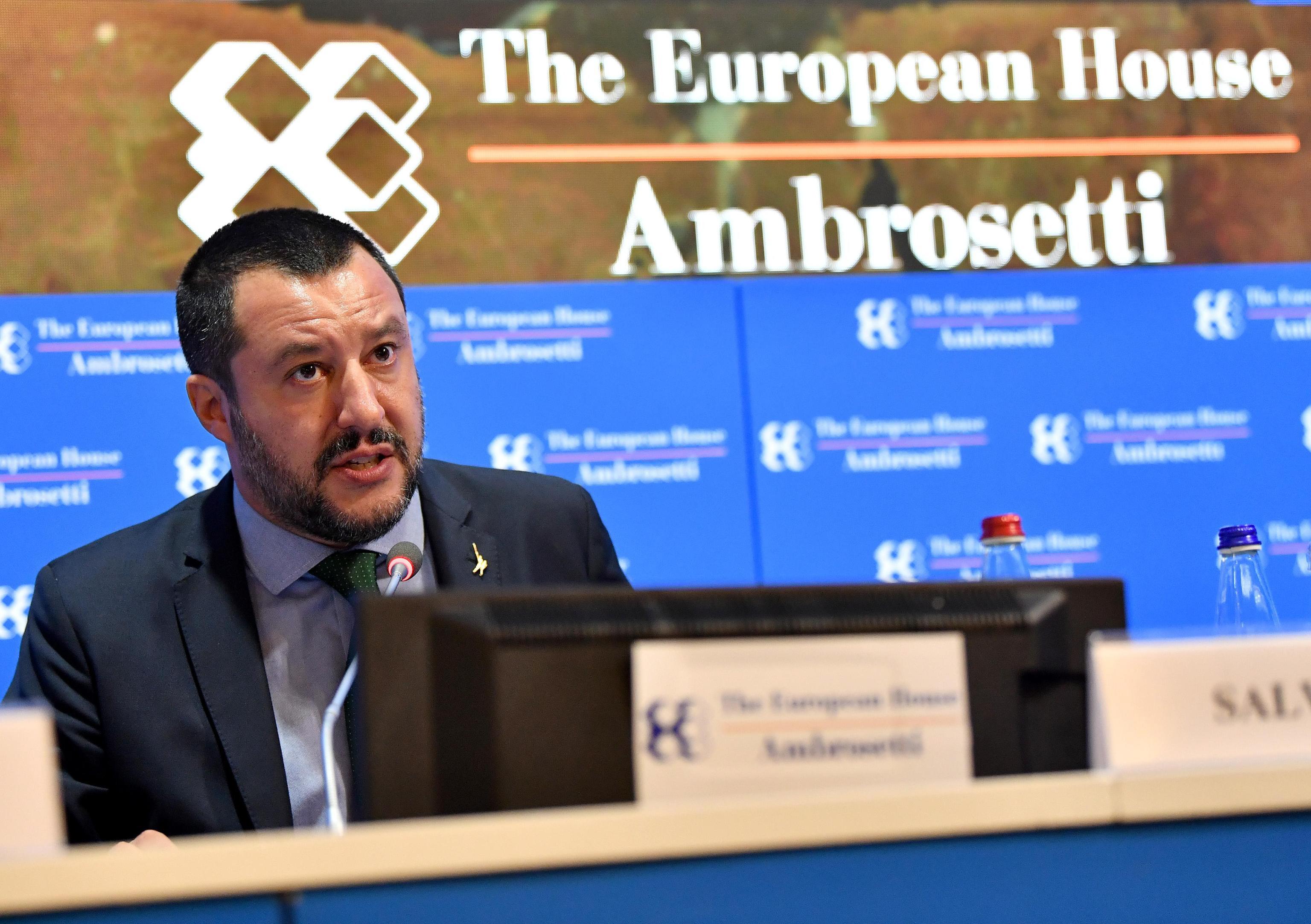 """Salvini poručio Moscoviciju da """"opere usta"""""""