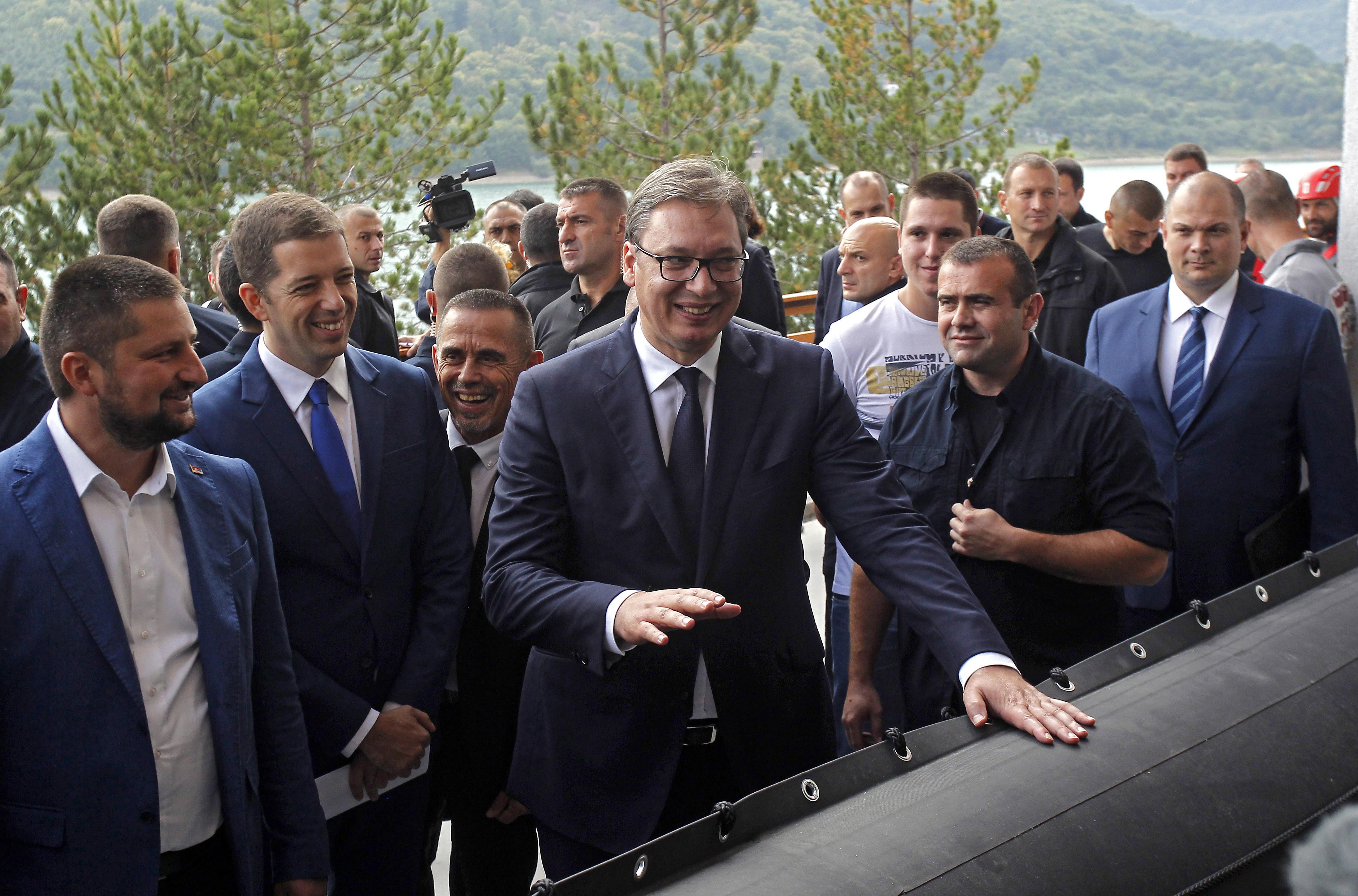 VUČIĆ 'Srbi i Albanci trebaju razgovarati s mnogo više poštovanja'