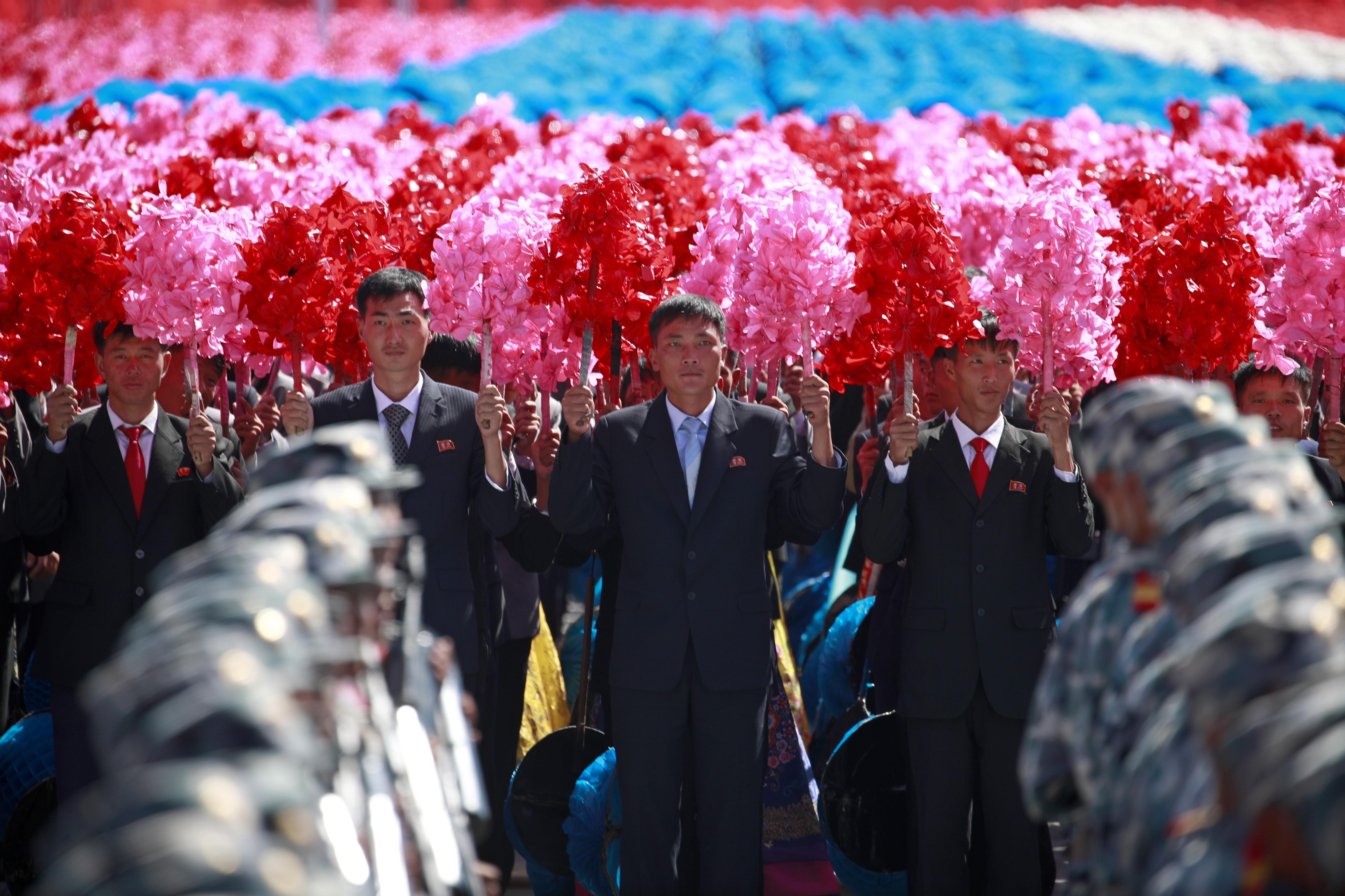 Sjeverna Koreja održala vojni mimohod bez balističkih raketa