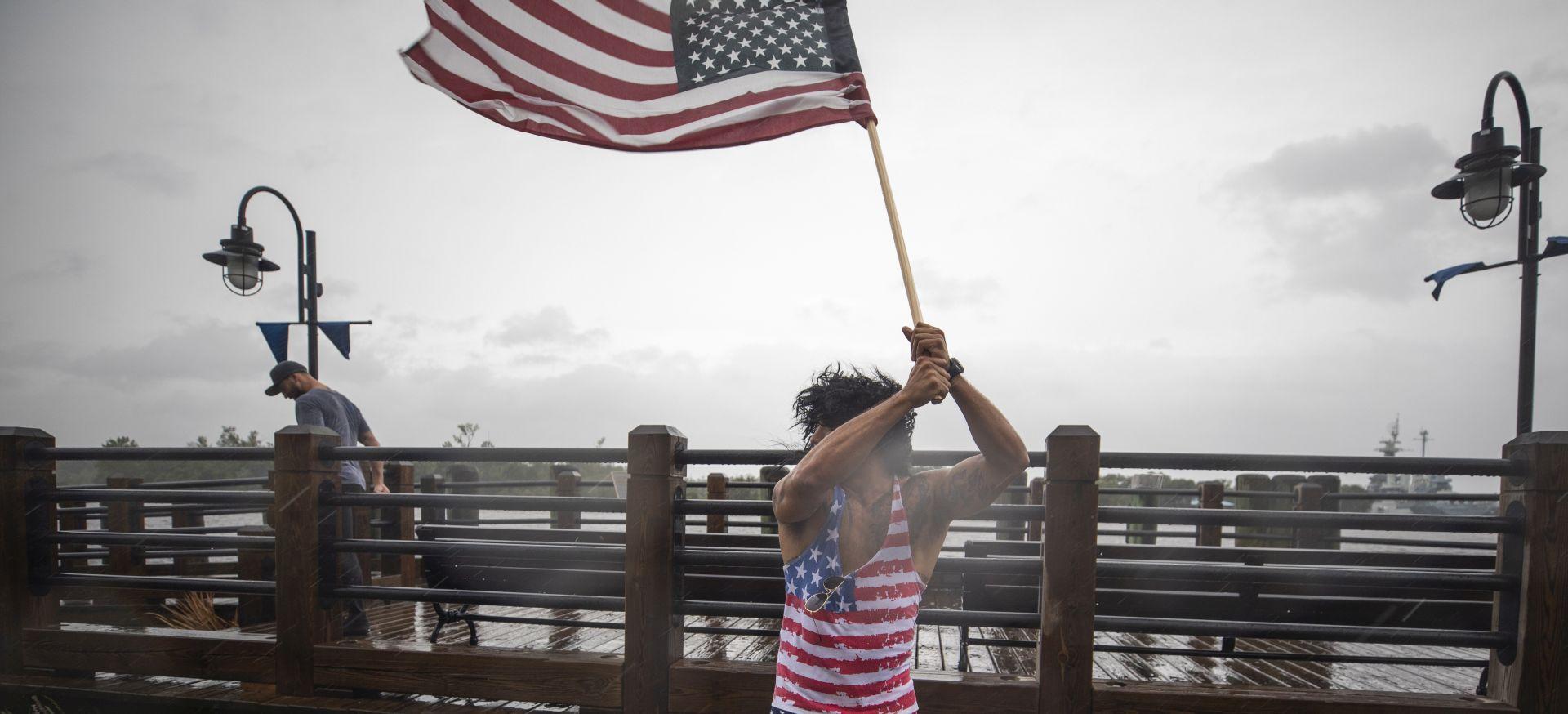 IZDANA BROJNA UPOZORENJA Uragan Florence stigao do SAD-a