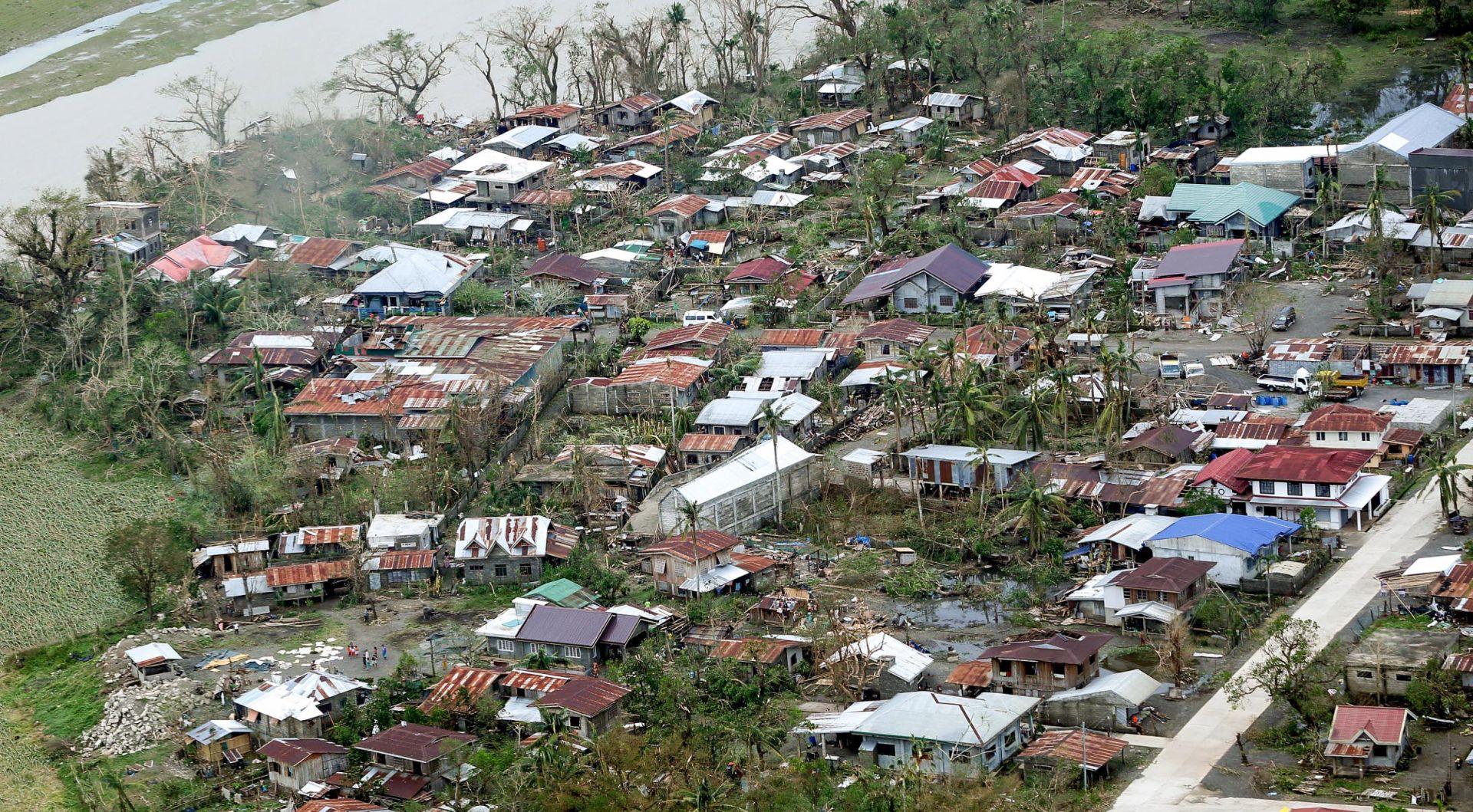 Tajfun Mangkut odnio četiri života u južnoj Kini