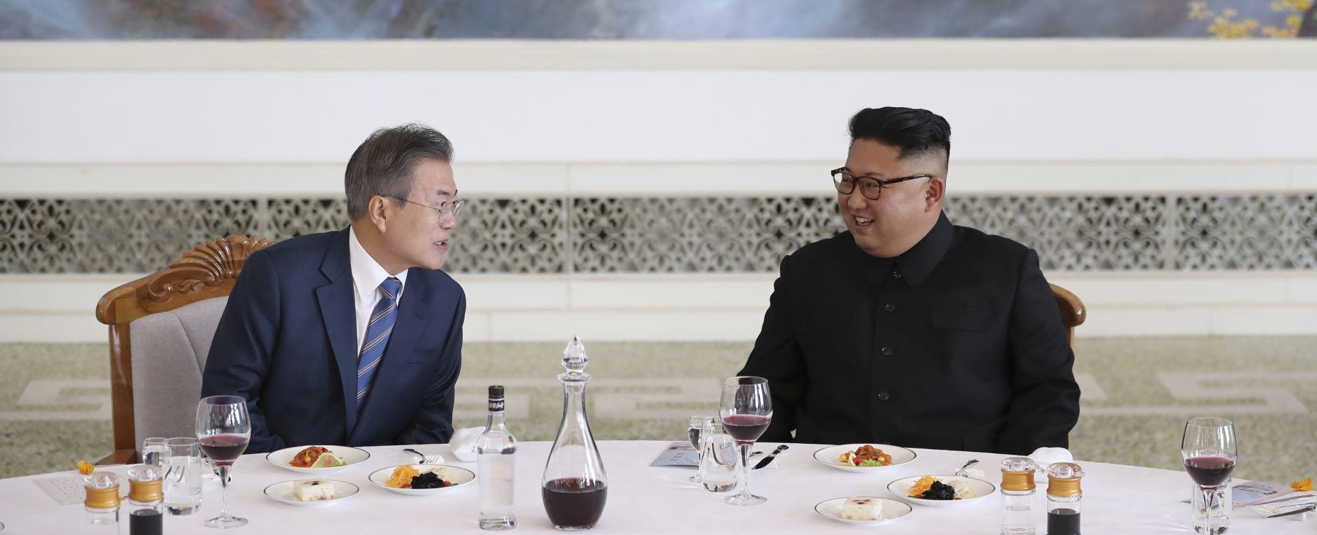 Čelnici dviju Koreja na planini Paektu iskazuju jedinstvo
