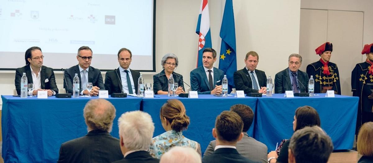 FOTO: Miro Gavran proglašen prvim hrvatskim Veleposlanikom kravate