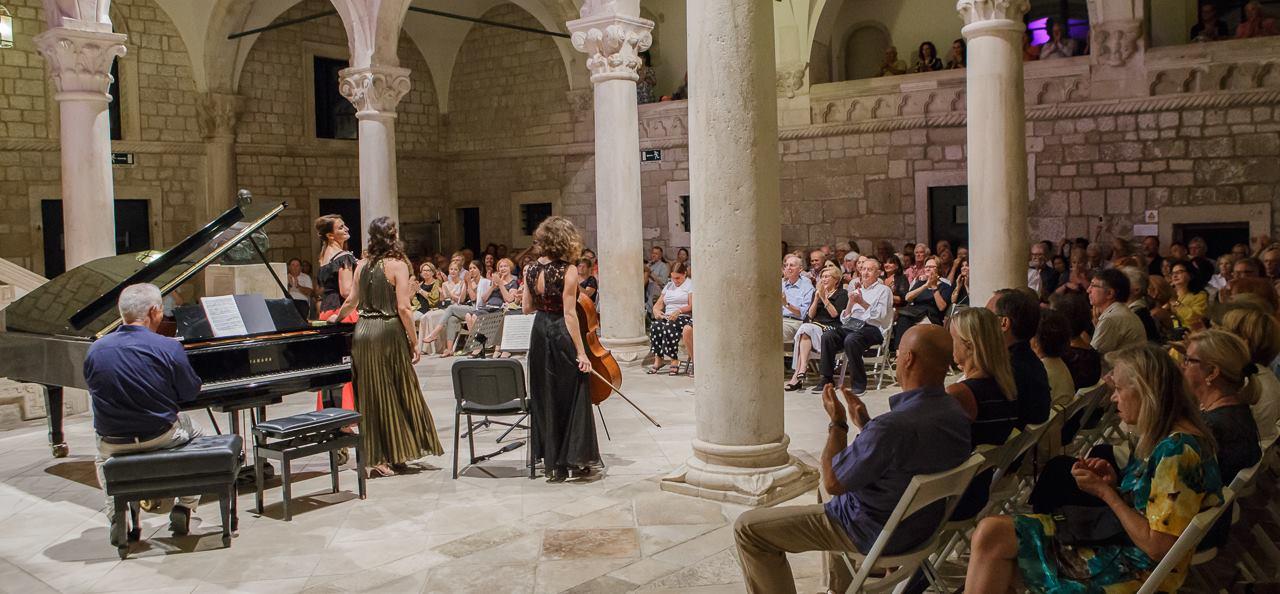 FOTO: Vrhunske hrvatske glazbenice očarale publiku Kneževa dvora