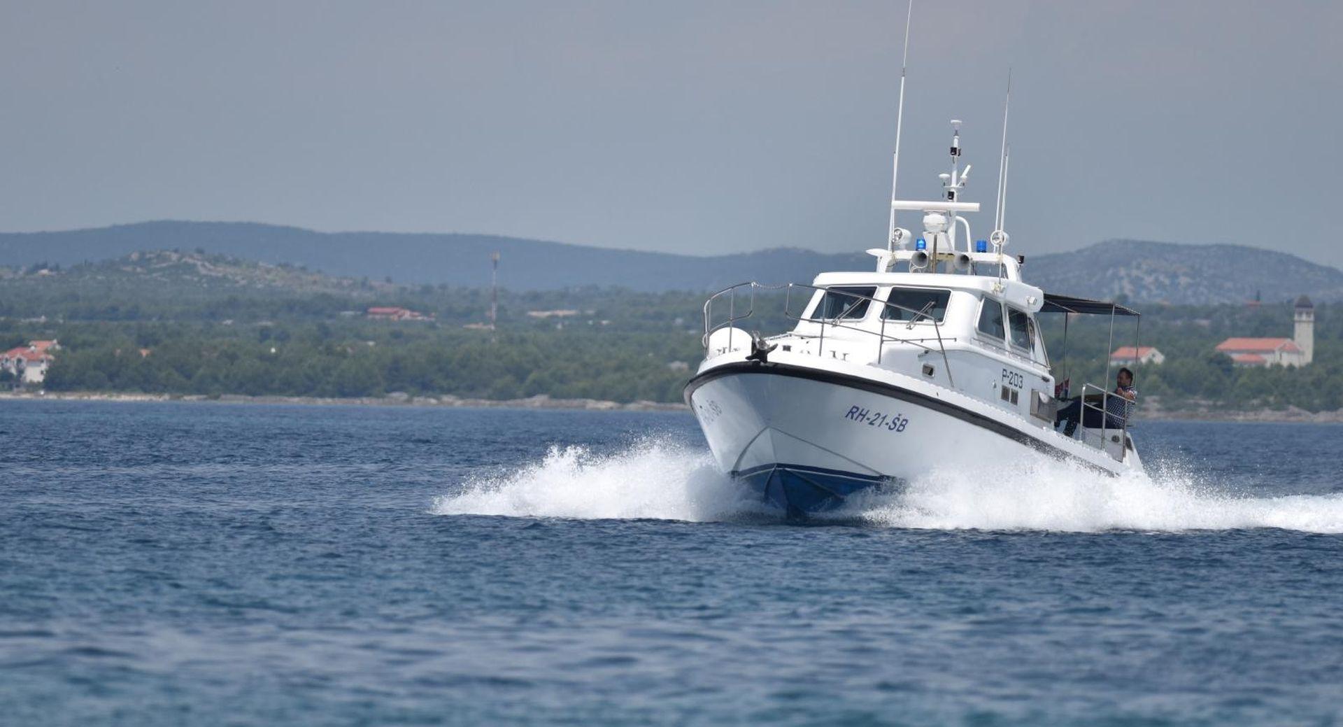 Sudarila se dva plovila kod Karlobaga, tri osobe ozlijeđene
