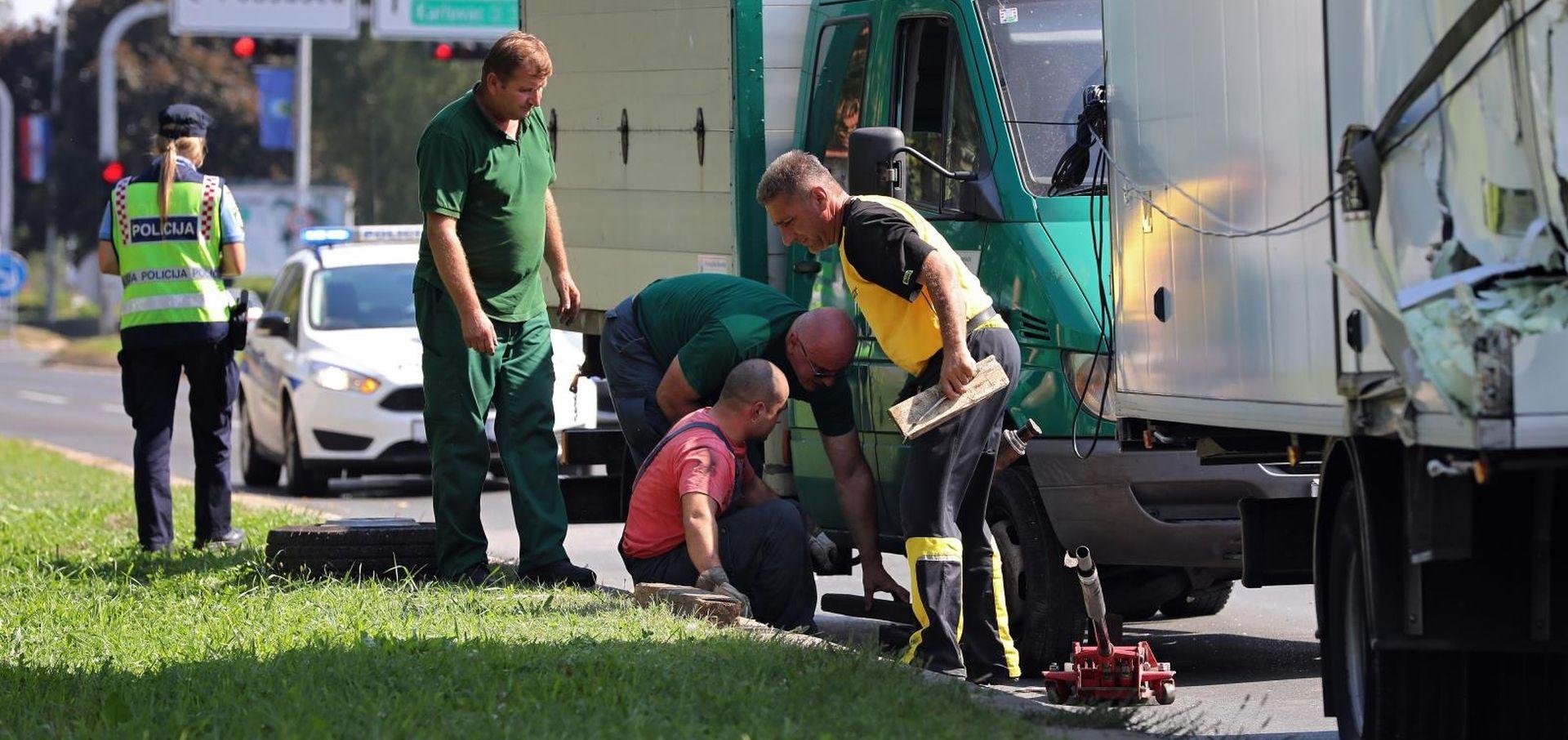 NESREĆA U ZAGREBU Sudarila se dva teretna vozila, jedna osoba ozlijeđena