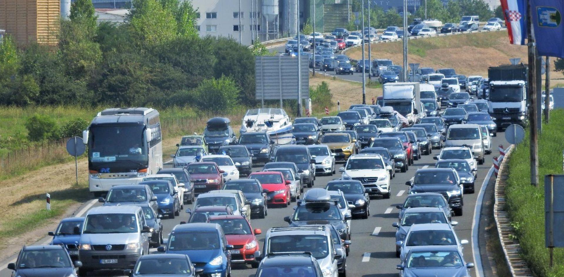 Na autocestama proteklog vikenda više vozila nego lani