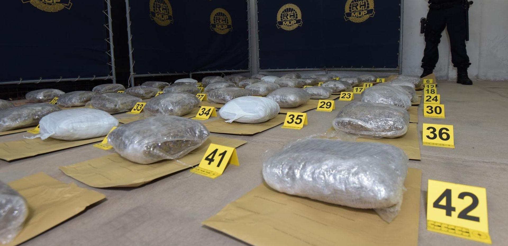 POVIJESNA ZAPLJENA Zadarska policija u automobilu pronašla 52 kile marihuane