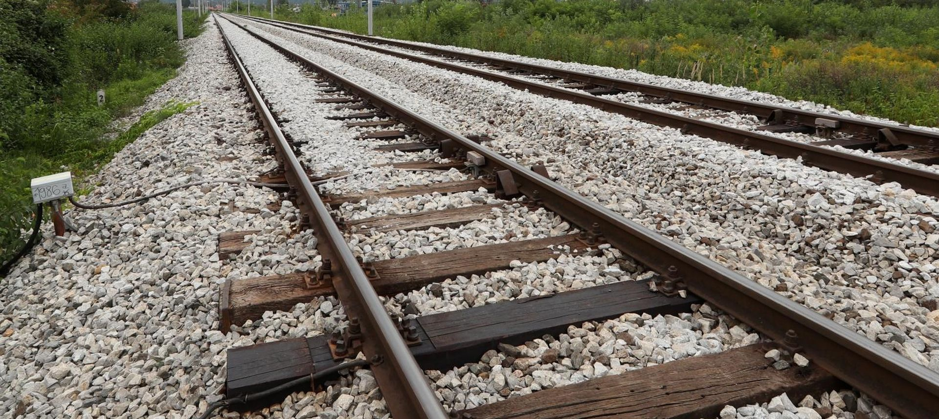 Vlak naletio na automobil, jedna osoba poginula