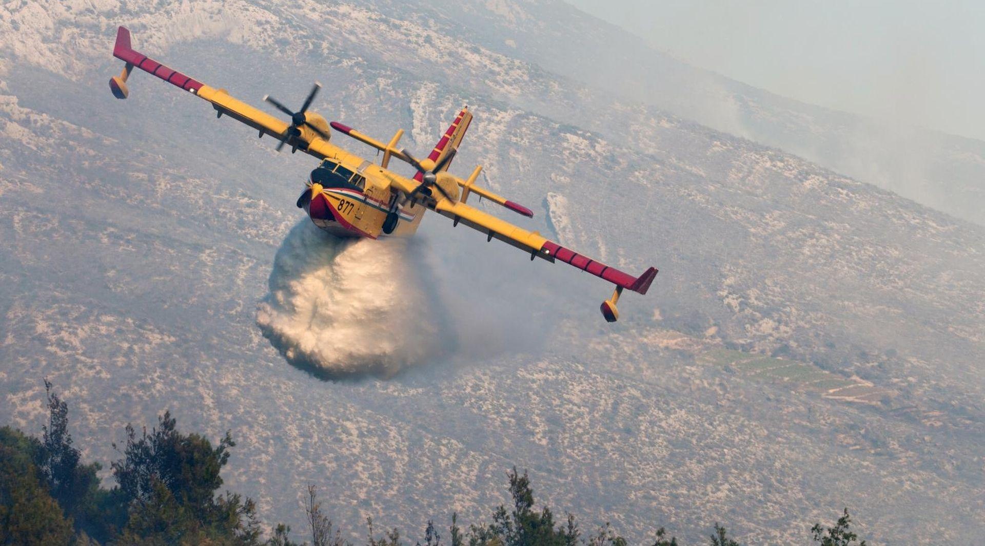 Zračne snage gase tri požara